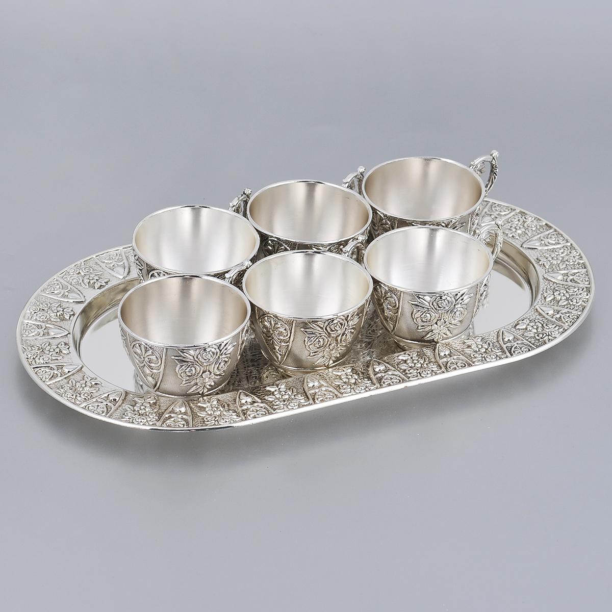 Набор чайный Marquis, 7 предметов. 2146-MR2146-MRЧайный набор Marquis состоит из 6 чашек и подноса. Предметы набора выполнены из стали с серебряно-никелевым покрытием и оформлены изящными рельефными узорами. Поднос овальной формы с легкостью уместит все предметы набора. Выполненный под старину, такой набор придется по вкусу и ценителям классики, и тем, кто предпочитает утонченность и изысканность. Сервировка праздничного стола таким набором станет великолепным украшением любого торжества. Не рекомендуется мыть в посудомоечной машине.