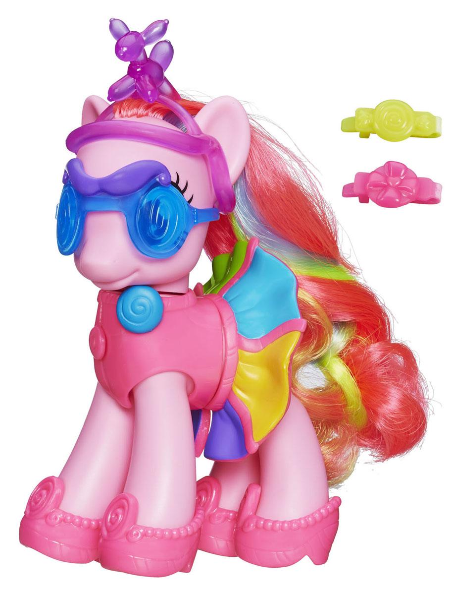 My Little Pony Пони Пинки Пай с аксессуарамиA8210_A8828Пони My Little Pony Pinkie Pie привлечет внимание вашей малышки! Она выполнена из прочного пластика в виде милой пони с яркой гривой и хвостом с цветными прядками. Пинки Пай одета в короткий ярко-розовый топ и короткую юбочку разных цветов. На ее ножках - чудесные розовые туфельки. В комплект с пони входят две заколочки, карнавальные очки с усами и ободок с собачкой из воздушного шарика. Порадуйте свою принцессу таким замечательным подарком, и она сможет создавать неповторимые образы любимой пони!