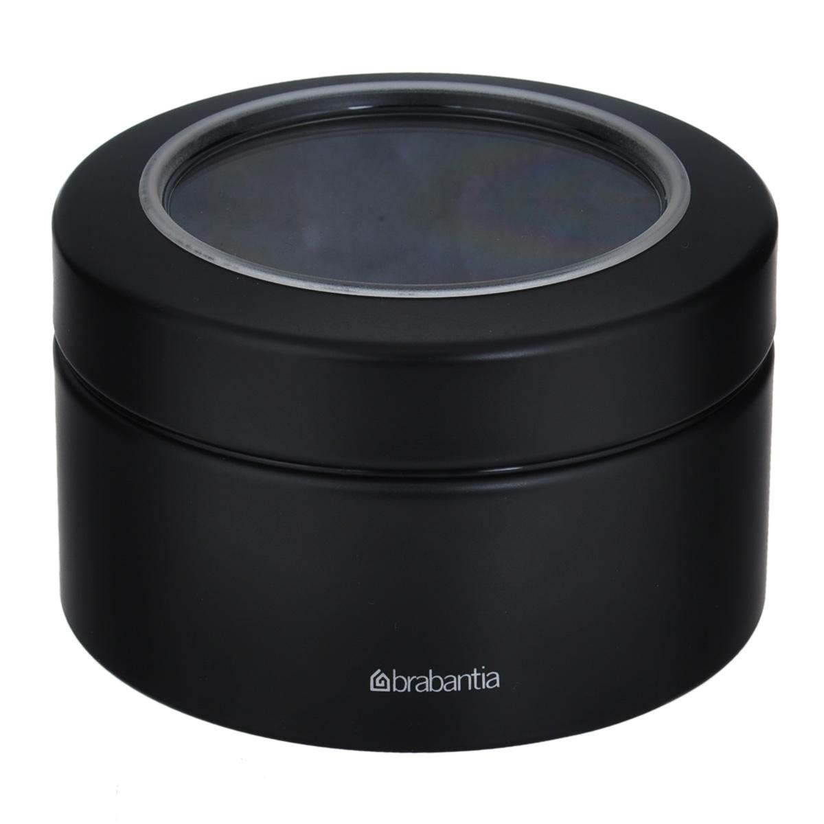 Контейнер Brabantia, цвет: черный, 500 мл477980 черныйКонтейнер Brabantia прекрасно подойдет для хранения сладостей. Он изготовлен из нержавеющей стали. Контейнер оснащен крышкой с прозрачной вставкой из стекла, благодаря которой вы можете видеть содержимое. Удобный и легкий контейнер позволит вам хранить всевозможные сладости, а благодаря современному дизайну он впишется в любой интерьер.