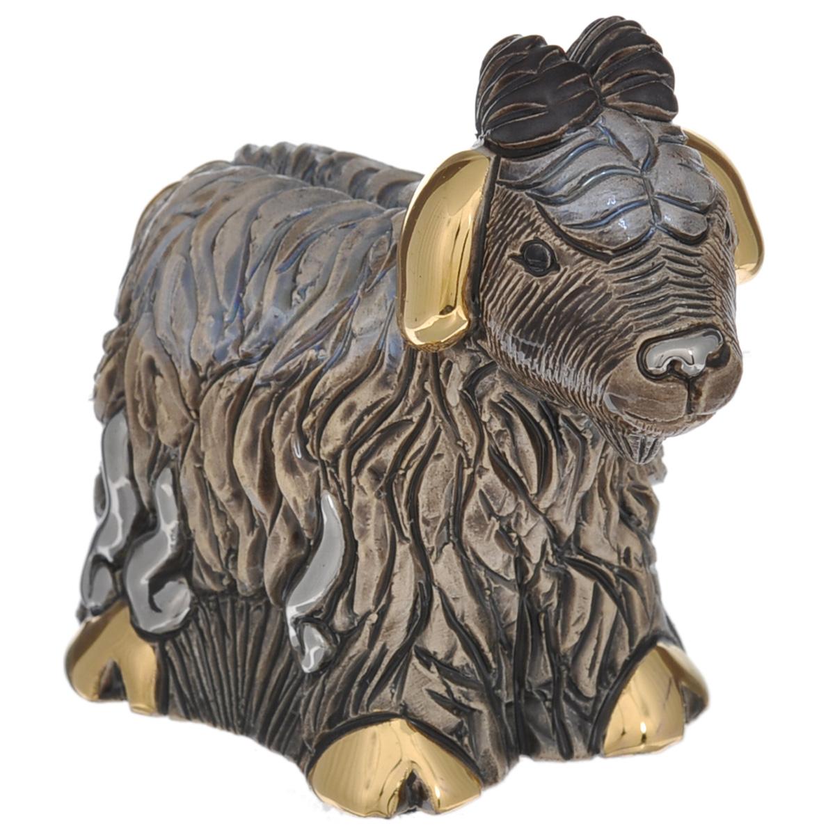 Статуэтка De Rosa Козлик, цвет: коричневый, высота 8 смDERF373BALДекоративная статуэтка De Rosa Козлик изготовлена вручную из цельного куска керамики, вырезана, покрыта эмалью и украшена 18-каратным золотым покрытием. Вы можете поставить статуэтку в любом месте, где она будет удачно смотреться и радовать глаз. Такая фигурка прекрасно дополнит интерьер офиса или дома.