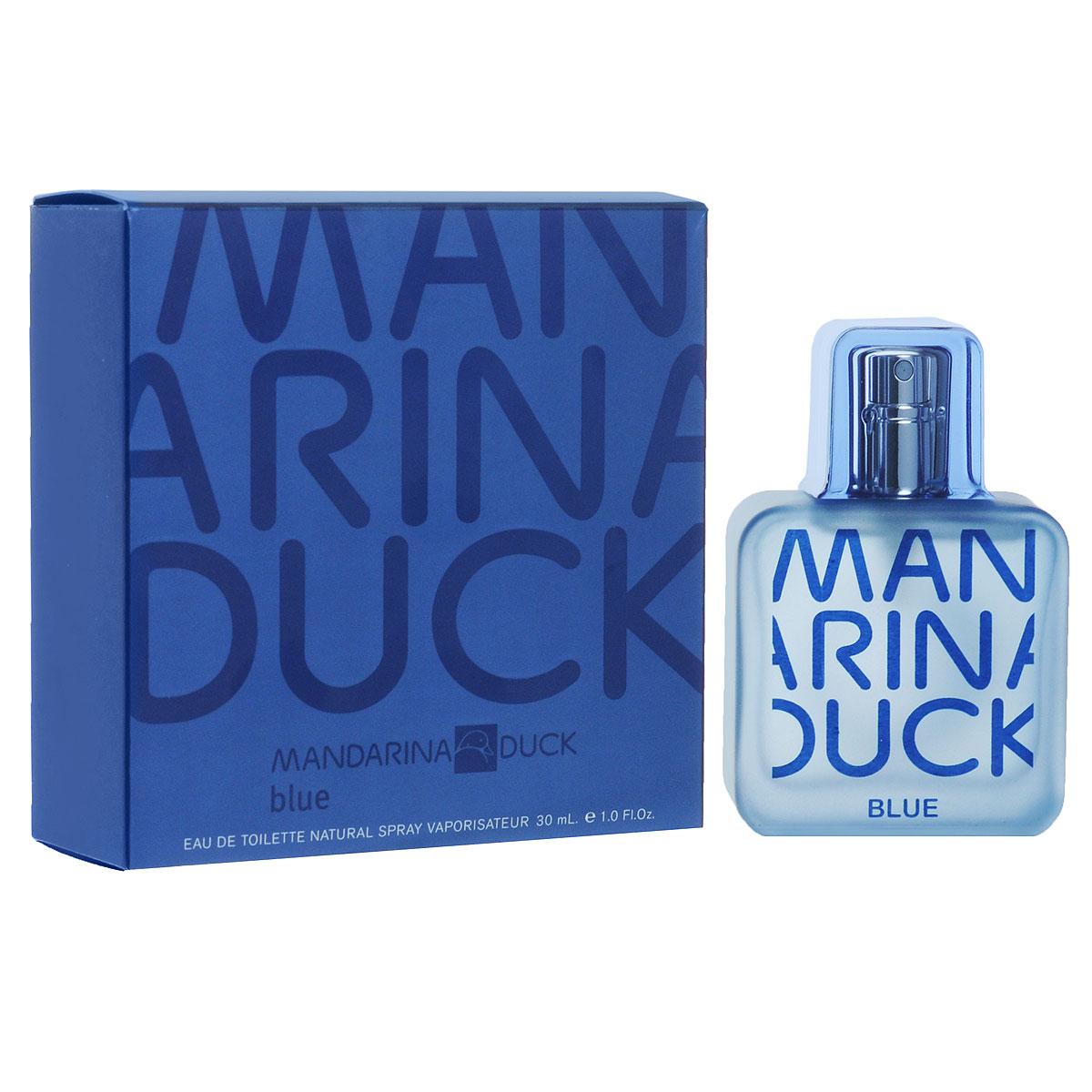 Mandarina Duck Туалетная вода Blue, мужская, 30 мл47107Соблазнительный и свежий аромат Blue от Mandarina Duck сочетает в себе модные аспекты со свежими и традиционными ценностями. Свежий древесно-водный аромат. Искрящийся и лучистый в верхних нотах…словно бриз свежего воздуха. Сочные фрукты, цитрус и озон создают синий соленый аромат моря. В сердце лежат специи и фиалки, наполняющие аромат элегантным и необычным характером. Классификация аромата : морской, древесно-водный. Пирамида аромата : Верхние ноты: масло итальянского бергамота, масло грейпфрута и сочные фрукты. Ноты сердца: листья фиалки из Египта, озон, кардамон из Гватемалы. Ноты шлейфа: кедр, серая амбра, бобы тонка. Ключевые слова Свежий, элегантный, мужественный! Туалетная вода - один из самых популярных видов парфюмерной продукции. Туалетная вода содержит 4-10% парфюмерного экстракта. Главные достоинства данного типа продукции...