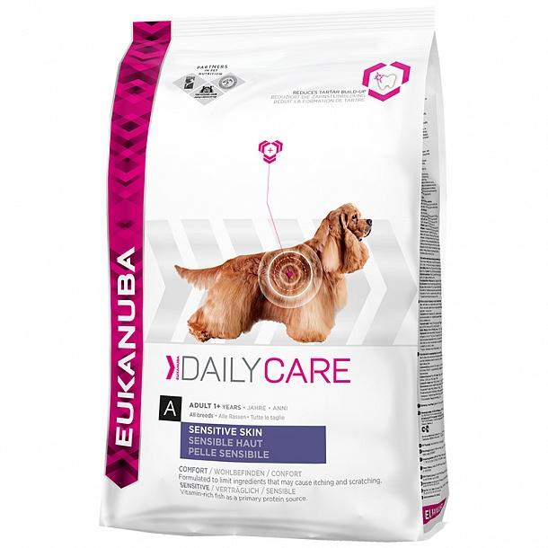 Корм сухой Eukanuba для взрослых собак с чувствительной кожей, 12 кг81095043Полноценный сбалансированный корм Eukanuba для взрослых собак всех пород возрастом от 1 года с чувствительной кожей, обогащенный естественными пребиотическими волокнами для здорового пищеварения. Специально разработанная формула направлена на ограничение поступления пищевых ингредиентов, вызывающих зуд и расчесы. Не содержит искусственных красителей и ароматизаторов. Содержит разрешенные ЕС антиоксиданты (токоферолы). Состав: кукуруза, рыбная мука 21%, животный жир, сухое цельное яйцо, сухая пульпа сахарной свеклы 3,3%, гидролизованный рыбный белок, сухие пивные дрожжи, фруктоолигосахариды 0,52%, дикальций фосфат, хлорид натрия, хлорид калия, гексаметафосфат натрия, карбонат кальция. Добавки: витамин A 45485 МЕ/кг, витамин D3 1509 МЕ/кг, витамин E 253 мг/кг, бета-каротин 5,0 мг/кг. Микроэлементы: базовый карбонат кобальта, моногидрат 0,49 мг/кг, пентагидрат сульфат меди 46 мг/кг, йодид калия 3,4 мг/кг, моногидрат сульфат...