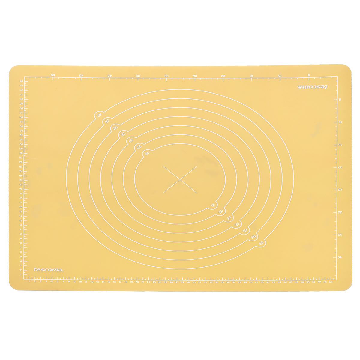 Доска силиконовая Tescoma Delicia Deco, цвет: желтый, 55 см х 45 см632880Силиконовая доска Tescoma Delicia Deco, больше напоминающая коврик, прекрасно подходит для приготовления и обработки марципанов и всех обычных видов теста. Изготовлена из высококачественного пищевого силикона. Благодаря специальной обработке поверхности, марципан не прилипает к доске и после раскатывания идеально гладкий. Доска плотно прилипает к столу, оснащена шкалой для точного измерения и нарезки, легко чистится, после использования можно свернуть или сложить. Доску также можно использовать в качестве подставки под горячее. Подходит для мытья в посудомоечной машине.