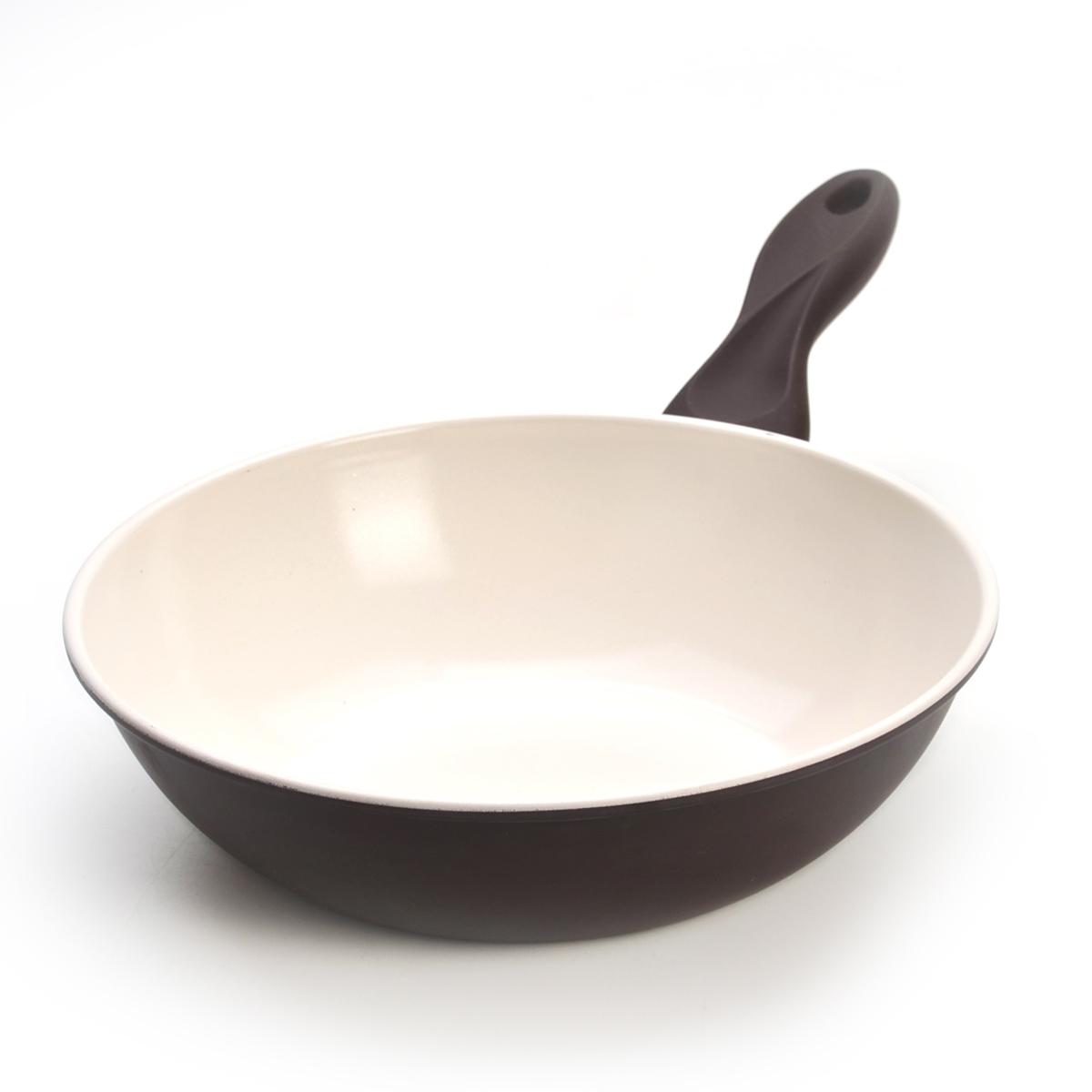 Сковорода-вок Mayer & Boch, с керамическим покрытием, цвет: коричневый. Диаметр 24 см22233Сковорода Вок Mayer & Boch изготовлена из углеродистой стали с высококачественным керамическим покрытием. Керамика не содержит вредных примесей ПФОК, что способствует здоровому и экологичному приготовлению пищи. Кроме того, с таким покрытием пища не пригорает и не прилипает к стенкам, поэтому можно готовить с минимальным добавлением масла и жиров. Гладкая, идеально ровная поверхность сковороды легко чистится, ее можно мыть в воде руками или вытирать полотенцем. Эргономичная ручка специального дизайна выполнена из силикона. Сковорода подходит для использования на газовых и электрических плитах. Также изделие можно мыть в посудомоечной машине.