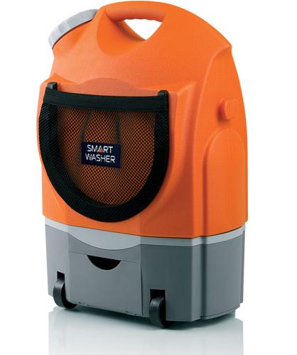 Портативная мини-мойка BERKUT Smart Washer SW-17ASW-17AMодель: SW-17A 12 Вольт напряжение 9 Бар максимальное рабочее давление 2 л/мин производительность 60 Вт мощность 17 Литров рабочий объём 1 Час автономной работы от встроенного аккумулятора VRLA SMART WASHER - Подходит для мойки велосипедов, мотосредств, автомобилей, фургонов, мебели для пикника, обуви и одежды, домашних животных, работ в саду и многое другое.. SMART WASHER - Создает высокое давление воды при её малом потреблении. SMART WASHER - Экономична в потреблении энергии. SMART WASHER - Автономная, портативная, безопасная, с большим сроком службы. SMART WASHER - Для удобства пользования мойка снабжена плечным ремнем и имеет съемную емкость для воды. Материал: металл, пластик; цвет: оранжевый