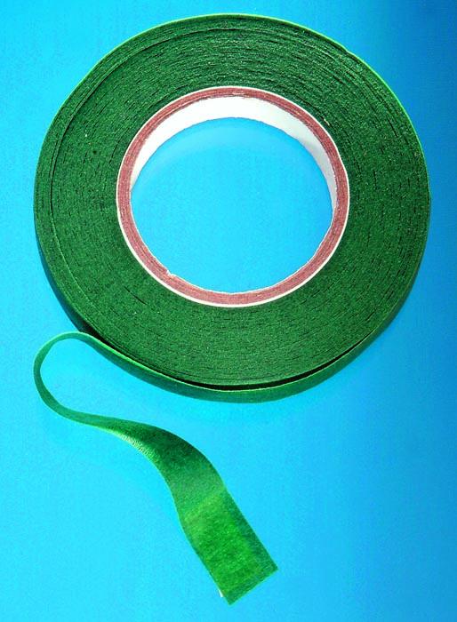 Лента флористическая Hobby Time, цвет: оливковый, ширина 12,7 мм, длина 28 м685215Флористическая лента Hobby Time - это тонкая эластичная лента в катушке с легким клеящим эффектом. Она липкая, тонкая, легкая, водонепроницаемая, хорошо растягивается. Лента бывает широкой и узкой. Широкая лента в основном используется для крепления к сосуду флористической губки, узкой лентой также иногда перекрещивается отверстие широкогорлового сосуда для закрепления растений. Флористическая лента может использоваться в квиллинге при изготовлении цветов на проволоке, конфетных деревьев, украшений из бисера, различного декора. В основном лента применяется для декорирования проволоки в букетах в соответствии с цветом букета. При намотке флористическую ленту необходимо немного натягивать, чтобы она лучше прилипала к стеблю цветка. Особенности флористической ленты: - Легко разглаживается и плотно прилегает к поверхности, - Принимает любую форму, - Позволяет продлить свежесть цветка, поэтому необходима при создании свадебных букетов и других...