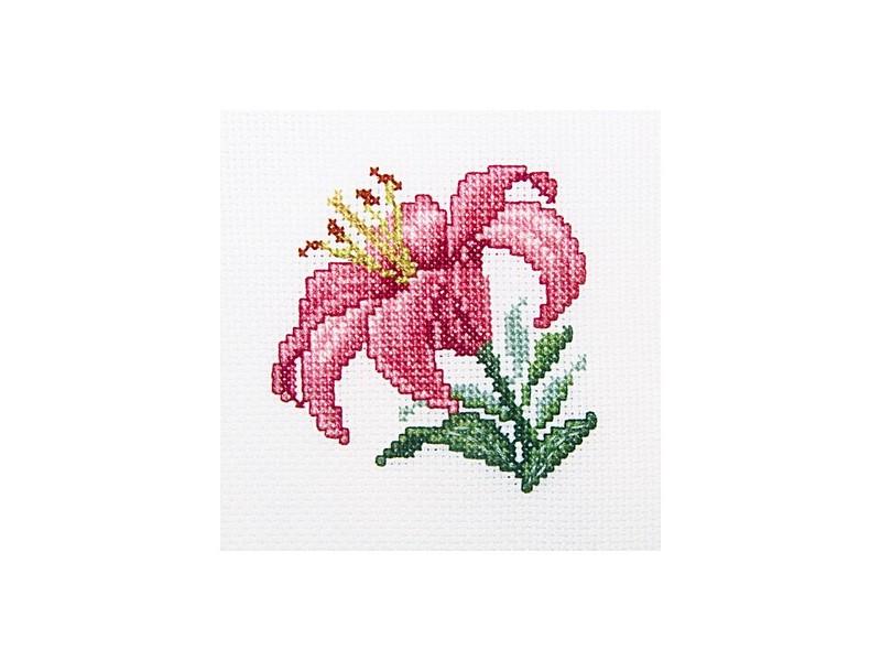 Набор для вышивания крестом RTO Розовая лилия, 10 х 10 смН247/694829Красивый рисунок-вышивка, выполненный на канве, выглядит оригинально и всегда модно. Работа, сделанная своими руками, создаст особый уют и атмосферу в доме и долгие годы будет радовать вас и ваших близких. Набор для вышивания содержит все необходимые материалы. Вышивка выполняется швом крест и полукрест в две нити мулине. Контур выполняется швом назад иголку. В состав набора входит: - канва Aida 14 белого цвета (100% хлопок, 5,5 клеток = 1 см, без рисунка), - вышивальные нитки-мулине DMC (9 цветов, 100% хлопок), - черно-белая символьная схема, - инструкция, - игла для вышивания.