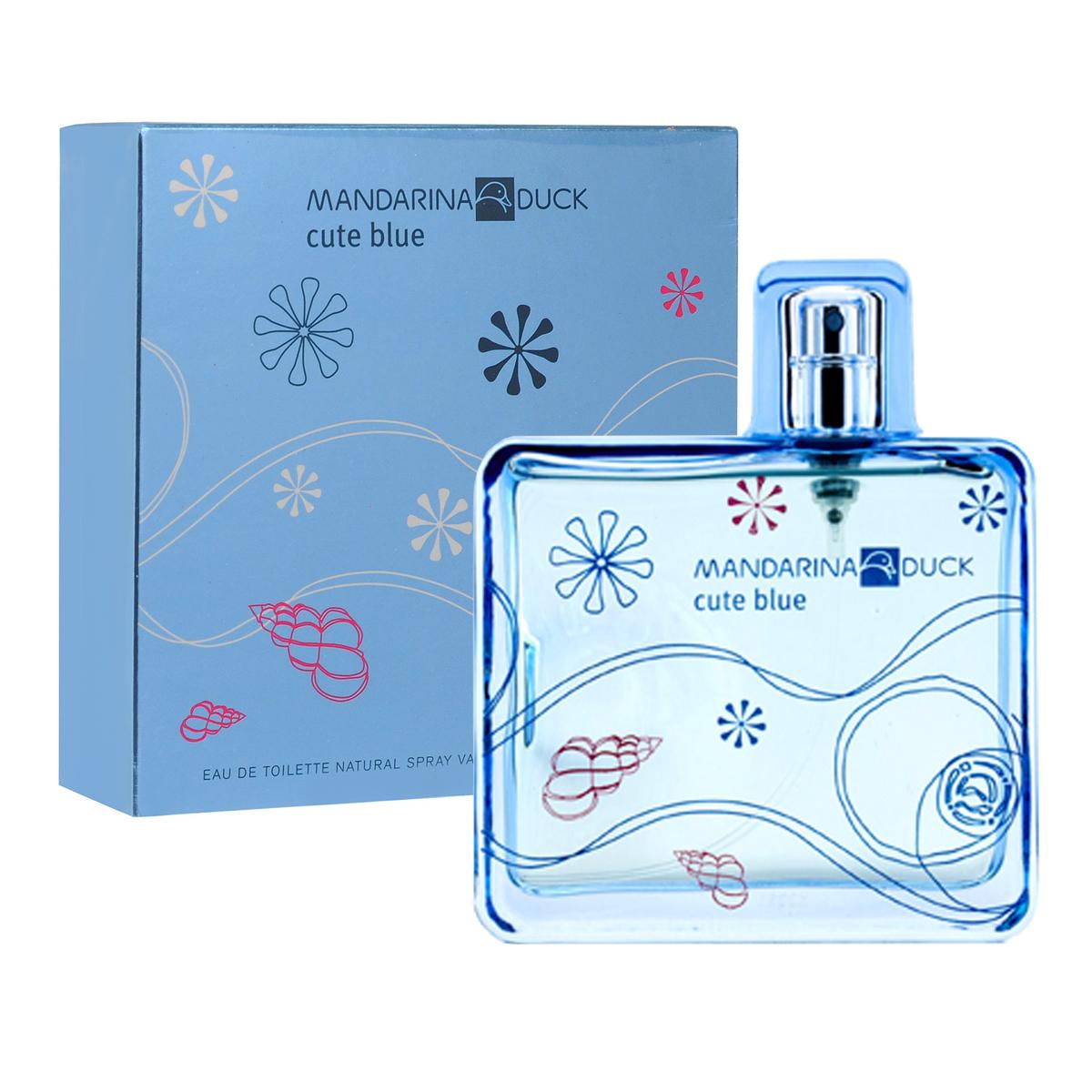 Mandarina Duck Туалетная вода Cute Blue, женская, 100 мл47104Туалетная вода Cute Blue от Mandarina Duck - свежий водный и цветочно-фруктовый аромат для тех, кто любит природу и открытое пространство. Древесная теплота базовых нот гармонизирует это парфюмерное творение. Освежающий аромат тысячи лепестков, парящих в воздухе…Аромат счастья, витающего в светлом голубом небе. Лотос, магнолия и цветы грейпфрута соединяются с игривым имбирем и нотами росы. Вуаль белого мускуса, серой амбры и кедра наполняет аромат нежным сексуальным шлейфом… Классификация аромата : свежий, цветочно-фруктовый. Пирамида аромата : Верхние ноты: цветы грейпфрута, бергамот, голубой лотос. Ноты сердца: свежий имбирь, магнолия, воздушная дымка. Ноты шлейфа: масло техасского кедра, серая амбра, белый мускус. Ключевые слова Легкий, свежий, сексуальный! Туалетная вода - один из самых популярных видов парфюмерной продукции. Туалетная...