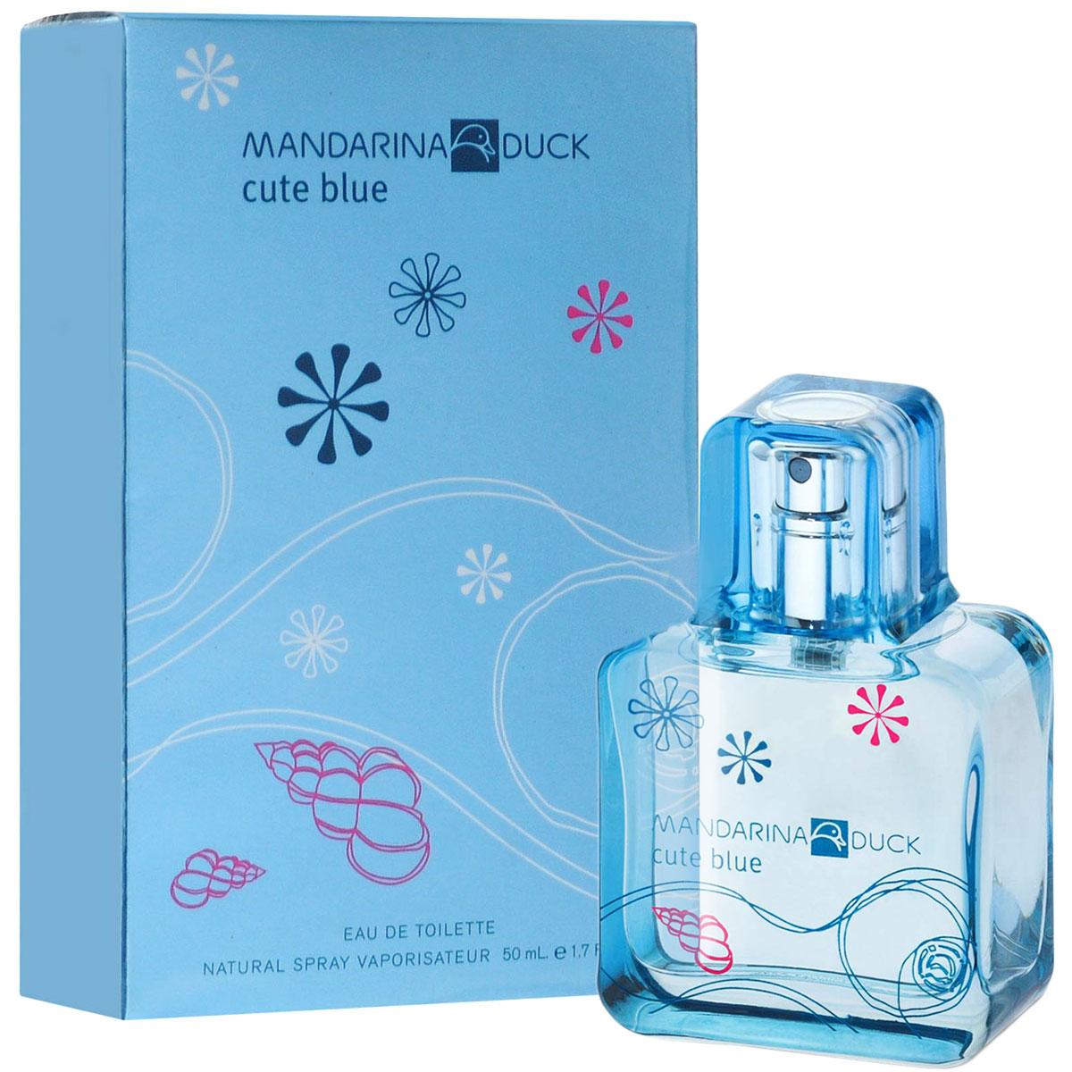 Mandarina Duck Туалетная вода Cute Blue, женская, 50 мл47103Туалетная вода Cute Blue от Mandarina Duck - свежий водный и цветочно-фруктовый аромат для тех, кто любит природу и открытое пространство. Древесная теплота базовых нот гармонизирует это парфюмерное творение. Освежающий аромат тысячи лепестков, парящих в воздухе…Аромат счастья, витающего в светлом голубом небе. Лотос, магнолия и цветы грейпфрута соединяются с игривым имбирем и нотами росы. Вуаль белого мускуса, серой амбры и кедра наполняет аромат нежным сексуальным шлейфом… Классификация аромата : свежий, цветочно-фруктовый. Пирамида аромата : Верхние ноты: цветы грейпфрута, бергамот, голубой лотос. Ноты сердца: свежий имбирь, магнолия, воздушная дымка. Ноты шлейфа: масло техасского кедра, серая амбра, белый мускус. Ключевые слова Легкий, свежий, сексуальный! Туалетная вода - один из самых популярных видов парфюмерной продукции. Туалетная...