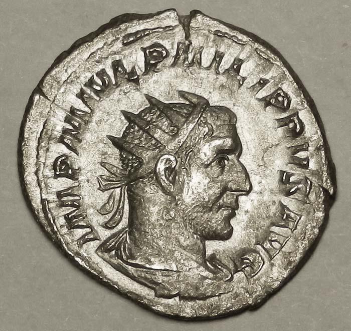 Монета антониниан. Филипп I Араб, 245-247 гг. Белый металл. Античный Рим304329Монета антониниан. Филипп I Араб, 245-247 гг. Ag. Античный Рим. Диаметр 2,2 см. Аверс: профильный портрет императора, круговая легенда IMP M IVL PHILIPPVS AVG. Реверс: Фелиситас стоит влево с кадуцеем (жезл) и рогом изобилия, круговая легенда FELICITAS TEMP. Гурт гладкий. Соотношение осей аверса и реверса: 12. Сохранность очень хорошая. Красивая патина.