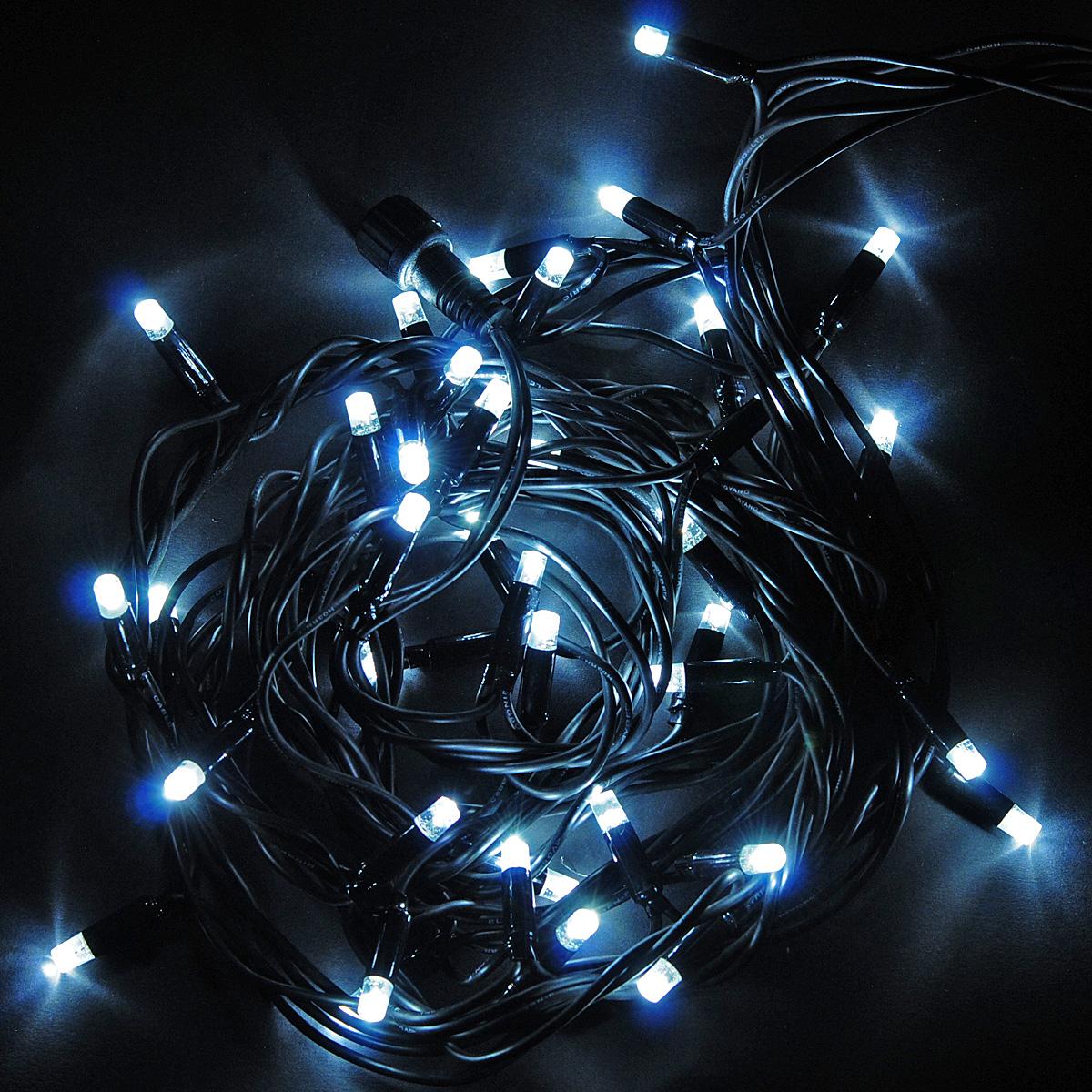 Гирлянда электрическая Lunten Ranta Мерцание, 40 светодиодов, 4 м66417Гирлянда электрическая Lunten Ranta Мерцание выполнена из пластика. Гирлянда выполнена в оригинальном стиле. Такая гирлянда украсит ваш дом снаружи. Всего 8 режимов мигания: - combination (комбинированный); - in wales (волна); - sequentian (последовательный); - slo-glo; - chasing/flash (чеканка/вспышка); - slow fade (медленное затухание); - twinkle/flash (мерцание/вспышка); - steady on (постоянный). Оригинальный дизайн и красочное исполнение создадут праздничное настроение. Откройте для себя удивительный мир сказок и грез. Почувствуйте волшебные минуты ожидания праздника, создайте новогоднее настроение вашим дорогим и близким. Работает от работает от сети 220В.