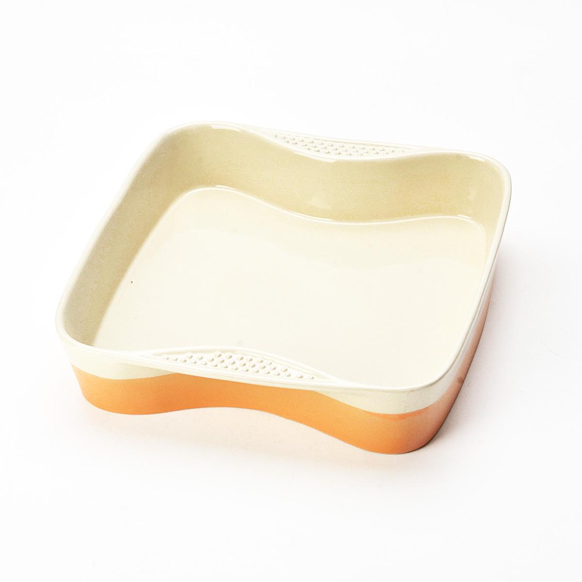 Противень Mayer & Boch, квадратный, цвет: оранжевый, бежевый, 27 см х 27 см21769Противень Mayer & Boch изготовлен из высококачественной керамики и подходит для любого вида пищи. Элегантный дизайн идеально подходит для современного дома. Пища, приготовленная в керамической посуде, сохраняет свои вкусовые качества, и благодаря экологической чистоте материала, не может нанести вред здоровью человека. Керамика - один из самых лучших материалов, который удерживает тепло, медленно и равномерно его распределяет. Максимальный нагрев - 400°С. С таким противнем вы всегда сможете порадовать своих близких оригинальным блюдом. Противень можно использовать в микроволновой печи и духовом шкафу, замораживать в холодильнике. Можно мыть в посудомоечной машине.