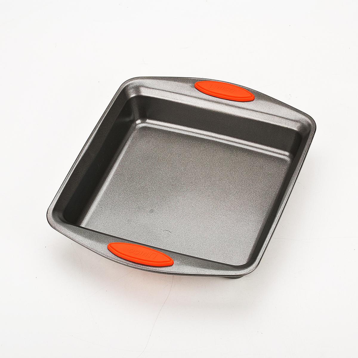 Форма для пирога Mayer & Boch, квадратная, цвет: черный, 31 х 25,8 см 40954095Квадратная форма для пирога Mayer & Boch изготовлена из углеродистой стали. Сталь не содержит вредных примесей ПФОК, что способствует здоровому и экологичному приготовлению пищи. Форма идеально подходит для приготовления пирогов и других блюд. Выдерживает температуру до +230°C. Изделие имеет ручки с силиконовыми вставками. Форма для запекания Mayer & Boch подходит для приготовления блюд в духовке. Можно мыть в посудомоечной машине. Высота стенки: 5,5 см. Толщина стенки: 2 мм. Толщина дна: 2 мм. Размер формы: 31 см х 25,8 см.