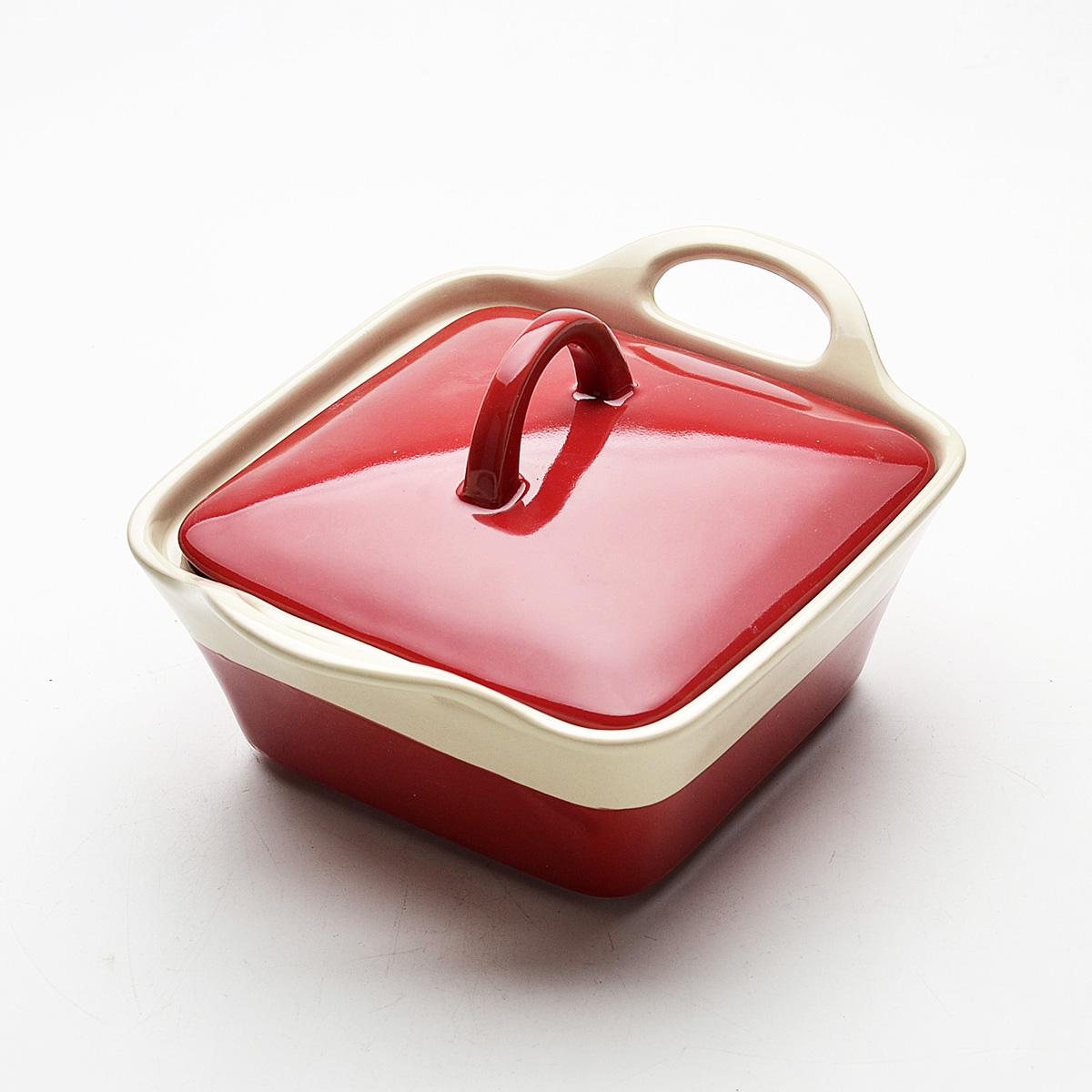 Кастрюля Mayer & Boch с крышкой, цвет: красный, 680 мл. 2180621806Кастрюля Mayer & Boch изготовленная из жаропрочной керамики, подходит для любого вида пищи. Элегантный дизайн идеально подходит для современного дома. В комплект входит крышка из керамики. Глиняные ручки обеспечивают надежный захват. Изделия из керамики идеально подходят как для приготовления пищи, так и для подачи на стол. Материал не содержит свинца и кадмия. С такой кастрюлей вы всегда сможете порадовать своих близких оригинальным блюдом. Кастрюлю можно использовать на газовой, электрической плите и в микроволновой печи. Можно мыть в посудомоечной машине.
