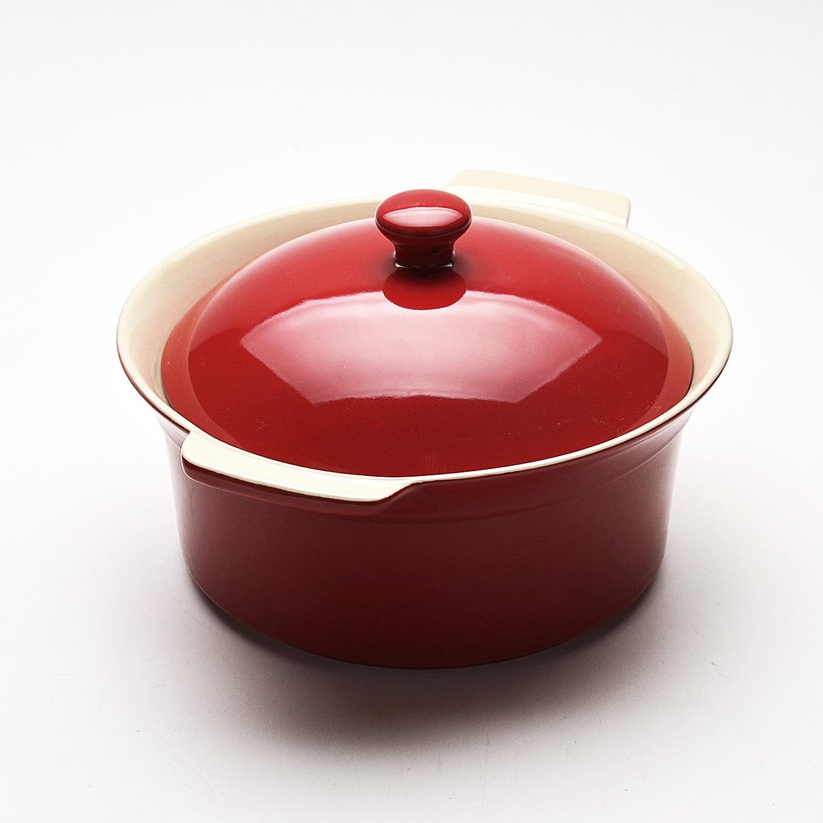 Жаровня Mayer & Boch с крышкой, цвет: красный, 2,3 л. 2181421814Жаровня Mayer & Boch, изготовленная из жаропрочной керамики, подходит для любого вида пищи. Элегантный дизайн идеально подходит для современного дома. В комплект входит крышка из керамики. Глиняные ручки обеспечивают надежный захват. Изделия из керамики идеально подходят как для приготовления пищи, так и для подачи на стол. Материал не содержит свинца и кадмия. С такой жаровней вы всегда сможете порадовать своих близких оригинальным блюдом. Жаровню можно использовать на газовой, электрической плите, в микроволновой печи, в духовом шкафу, замораживать в холодильнике. Можно мыть в посудомоечной машине. Размер (с учетом ручек): 29,3 см х 25,3 см. Высота стенок: 11 см. Толщина стенок: 6-7 мм. Диаметр основания: 19 см.