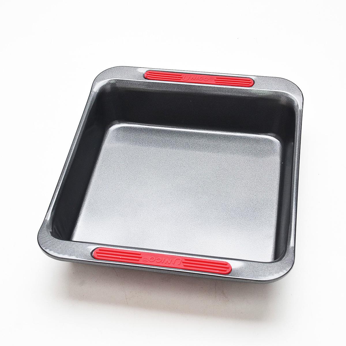 Форма для выпечки Mayer & Boch, прямоугольная, с антипригарным покрытием, цвет: серый, 31 см х 25,3 см. 2191621916Форма для выпечки Mayer & Boch изготовлена из высококачественной стали с внутренним антипригарным покрытием. Такое покрытие препятствует пригоранию, обеспечивает легкую очистку изделия и исключает необходимость использования большого количества масла, что способствует приготовлению здоровой пищи с пониженной калорийностью. Форма оснащена двумя удобными ручками с силиконовыми вставками. Выпечка легко извлекается из такой формы. Изделие предназначено для запекания овощей, мяса, рыбы, а также для выпечки различных десертов. С такой формой вы всегда сможете порадовать своих близких оригинальной выпечкой. Подходит для духового шкафа. Нельзя мыть в посудомоечной машине.