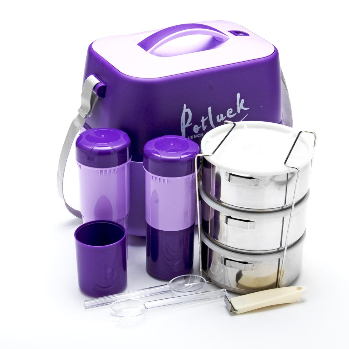 Термо-контейнер для продуктов Mayer & Boch, цвет: фиолетовый, 3,6 л23729Термо-контейнер Mayer & Boch, изготовленный из полипропилена, станет незаменимой вещью для офисных работников, водителей, школьников и студентов. Благодаря двойной стенке и герметичной крышке термо-конейнер сохраняет температуру продуктов в течение 4-5 часов, поэтому вы сможете насладиться теплым обедом и вне дома. Изделие имеет абсолютно герметичную конструкцию. Контейнер идеален для пикников и путешествий. Вы можете носить в нем обеды и завтраки, супы, закуски, фрукты, овощи и другое. Термо-контейнер прекрасно подходит для горячей и холодной пищи. Для более удобной транспортировки изделие оснащено текстильным ремнем. В наборе - 3 стальных контейнера для пищи с пластиковыми крышками, металлическая подставка и съемная ручка для контейнеров, 2 пластиковые емкости для жидкости с крышками, 2 стакана, пластиковые ложка и вилка-ложка. Все предметы компактно и надежно складываются внутрь термо-контейнера.
