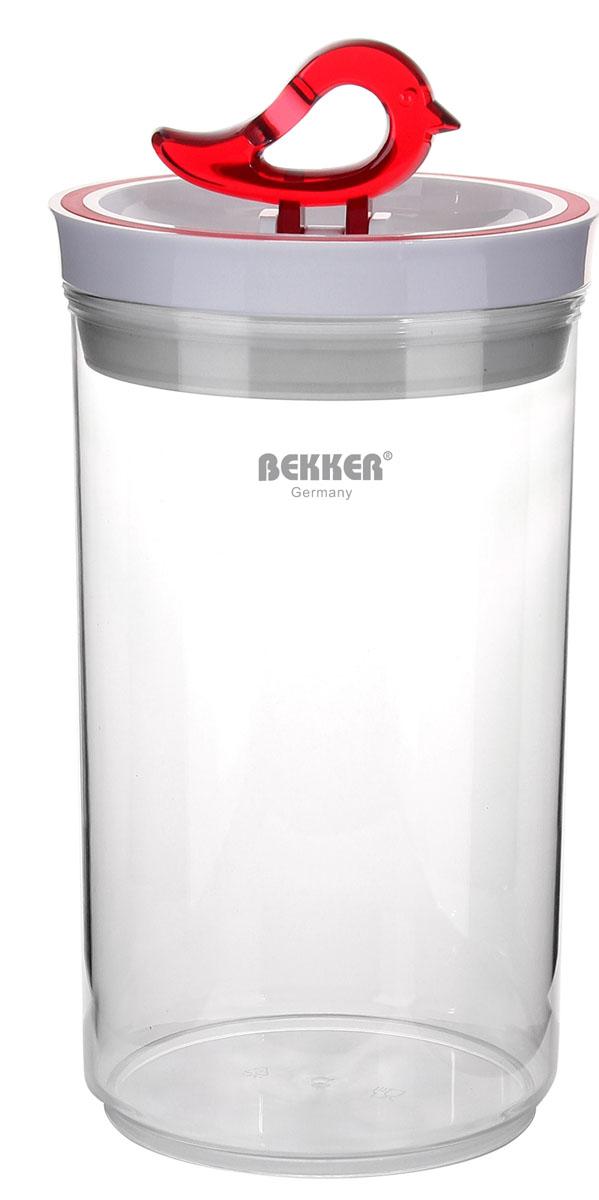 Контейнер пищевой вакуумный Bekker, круглый, 1,9 лBK-5119Круглый контейнер для хранения продуктов Bekker изготовлен из прочного пищевого пластика. Для более надежного крепления и сохранения герметичности на крышке имеется силиконовое уплотнительное кольцо. Также крышка оснащена оригинальной ручкой, выполненной в виде птицы, которая является механизмом открывания и закрывания крышки. Вакуумный контейнер Bekker поможет сохранить продукты свежими в течение долгого времени! Рекомендована ручная чистка. Размер контейнера с учетом крышки: 13 см х 13 см х 23 см. Объем контейнера: 1,9 л. Толщина стенки: 2 мм.