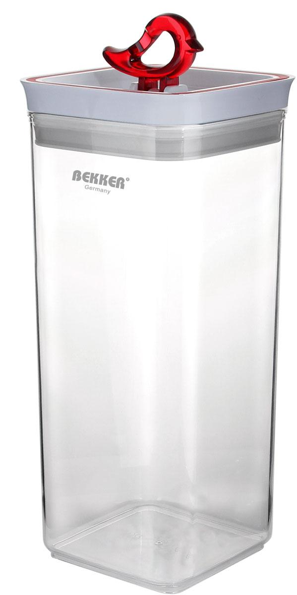 Контейнер для сыпучих продуктов Bekker, 3,2 лBK-5124Контейнер для сыпучих продуктов Bekker изготовлен из высокопрочного пищевого прозрачного пластика. Изделие оснащено специальной пластиковой крышкой с уплотнительным силиконовым кольцом. При опускании ручки в форме красной птички внутри создается вакуум, что позволит вашим продуктам дольше оставаться свежими и ароматными. Банка идеальна для хранения специй, круп, спагетти, орехов, кофе, сахара и других сыпучих продуктов. Прозрачные стенки позволяют видеть содержимое и его количество. Банку для сыпучих продуктов Bekker можно поставить в шкаф, на полку или столешницу. Рекомендована ручная чистка.