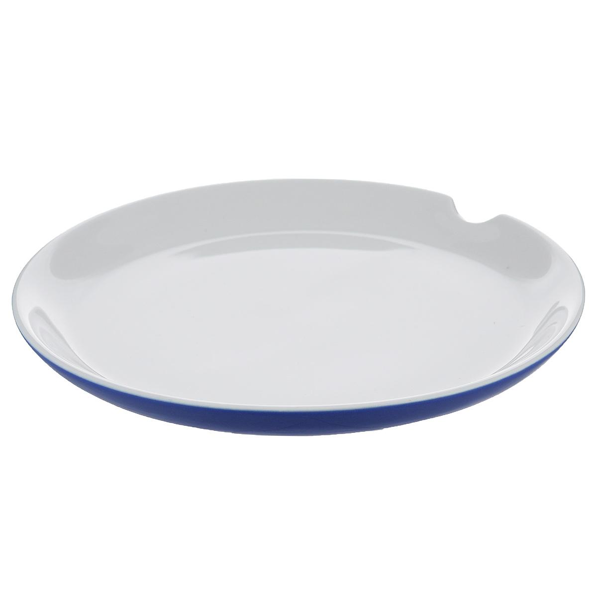 Тарелка для пирожного Brabantia, цвет: фиолетовый, диаметр 18 см620843Тарелка для пирожного Brabantia изготовлена из прочного высококачественного фарфора и подходит для повседневного использования. Удобный вырез по краю тарелки удержит ложку или вилку на месте. Всегда актуальный дизайн - подойдет для любого случая. Можно нагревать в микроволновой печи и мыть в посудомоечной машине.