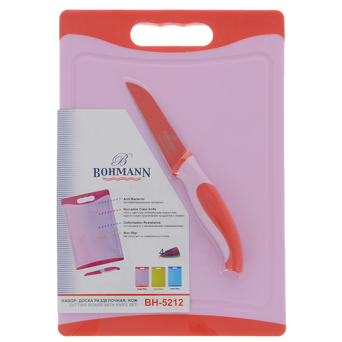 Набор для резки продуктов Bohmann, цвет: красный, 2 предмета5212BH красныйНабор для резки продуктов Bohmann состоит из ножа для чистки и разделочной доски. Нож изготовлен из нержавеющей стали с цветным полимерным покрытием, препятствующим прилипанию продуктов к лезвию. Ручка ножа изготовлена из приятного на ощупь пластика. Разделочная доска выполнена из высококачественного пластика с покрытием Non-stick. Верх и основание доски изготовлено из нескользящего материала. Вы можете удобно нарезать овощи, хлеб, мясо, при этом ваша доска не будет скользить по столу. Доска также имеет антибактериальную защиту. Она имеет свойство оставаться свободной от бактерий даже при легком ополаскивании под горячей водой. Благодаря передовым технологиям изготовления синтетических материалов, доска достаточно устойчива к тепловому воздействию. Вы легко можете нарезать на мелкие части только что сваренное мясо и другие горячие продукты. Благодаря специальной выемке по периметру доски, сок, вытекающий с продуктов, задерживается, не растекаясь по столу. Доска также...