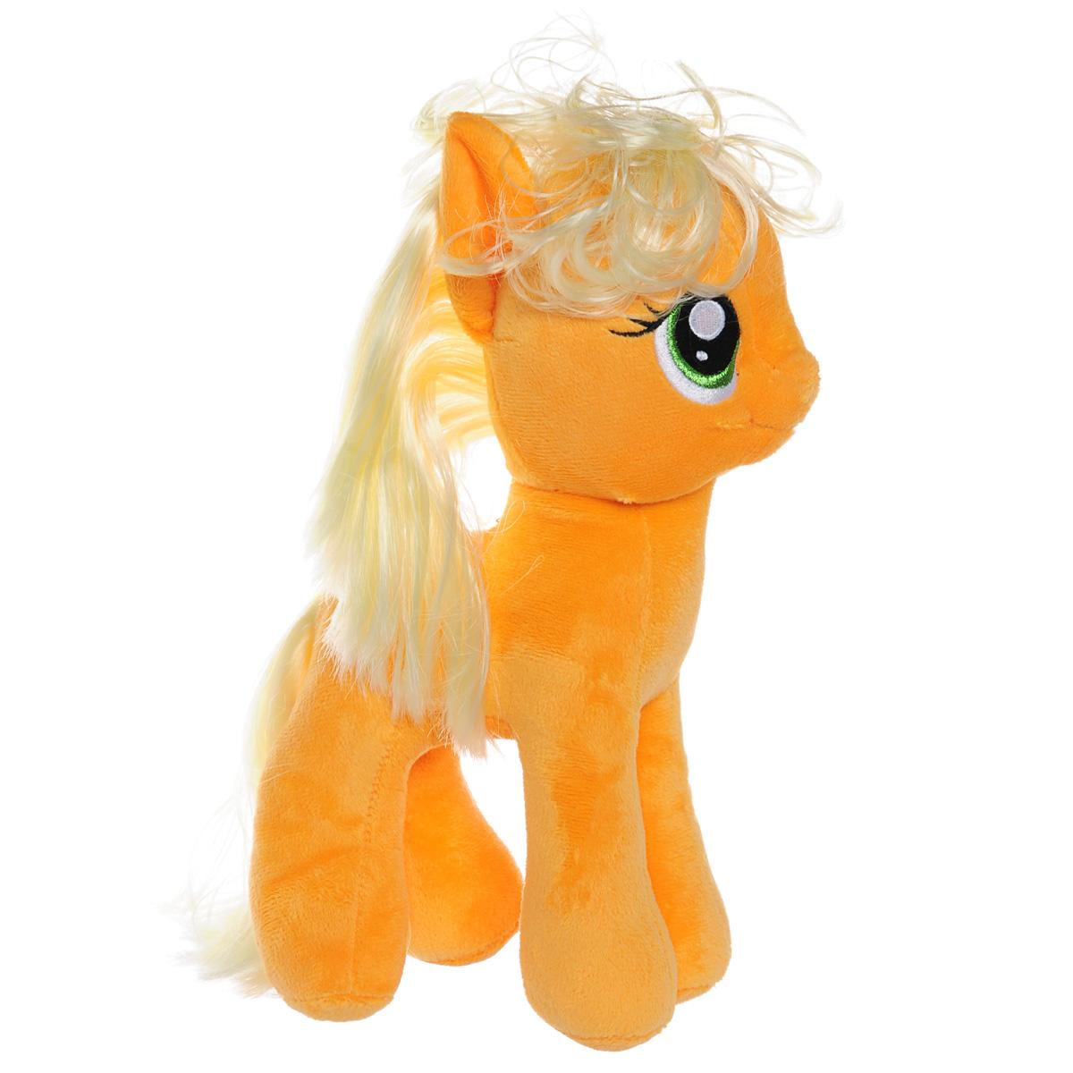 My Little Pony Мягкая игрушка Пони Applejack, 28 см41076Мягкая игрушка Applejack выполнена в виде очаровательной оранжевой пони с длинным хвостом и собранной в хвостик гривой. Игрушка изготовлена из высококачественного текстильного материала с набивкой из синтепона. Грива и хвостик Эпплджек выполнены из мягкого текстиля, их можно заплетать и расчесывать. Игрушка имеет специальные уплотнения в ногах, что позволяет ей стоять самостоятельно, без опоры. Как и все игрушки серии Beanie Buddy, она изготовлена вручную, с любовью и вниманием к деталям. Эппджек - задорная пони, которая работает на ферме Сладкое яблоко вместе со старшим братом и младшей сестренкой. Эпплджек - добрая, честная и прямодушная, хоть иногда и бывает немного упрямой. На Эпплджек всегда можно положиться, ведь она самый настоящий друг - верный, надежный и отзывчивый! Удивительно мягкая игрушка принесет радость и подарит своему обладателю мгновения нежных объятий и приятных воспоминаний. Специальные гранулы, используемые при ее набивке, способствуют...