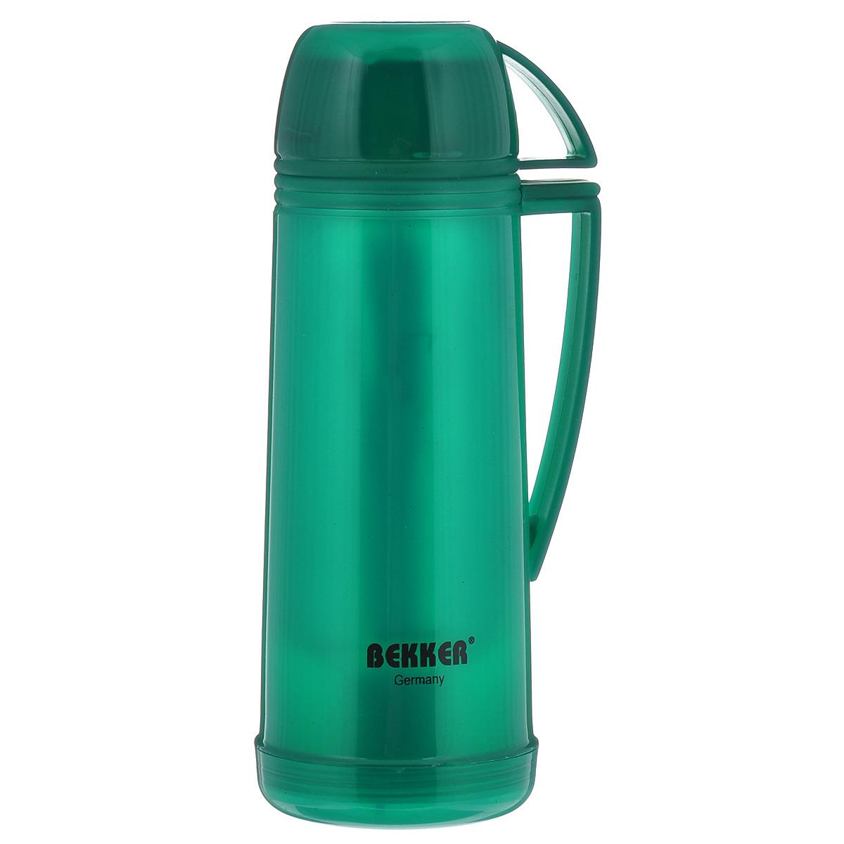 Термос Bekker Koch, цвет: зеленый, 500 мл. BK-4312BK-4312Термос Bekker Koch, изготовленный из высококачественного цветного пластика, является простым в использовании, экономичным и многофункциональным. Изделие оснащено стеклянной колбой, удобной ручкой и крышкой-чашкой. Термос предназначен для хранения горячих и холодных напитков (чая, кофе) и укомплектован откручивающейся крышкой без кнопки. Такая крышка надежна, проста в использовании и позволяет дольше сохранять тепло благодаря дополнительной теплоизоляции. Легкий и прочный термос Bekker Koch сохранит ваши напитки горячими или холодными надолго. Высота (с учетом крышки): 26 см. Диаметр горлышка: 3 см. Размер крышки-кружки: 10,5 х 8 х 5 см. Диаметр крышки-кружки: 8 см.