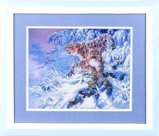 Канва с рисунком для вышивания бисером Alisena Дикие кошки, 25 см х 31 см. 383222383222Канва с рисунком для вышивания бисером Alisena Дикие кошки изготовлена из атласа. Вышивка выполняется бисером в технике Монастырский шов. На канве с нанесенным рисунком-схемой очень легко вышивать. Бисеринки пришиваются к основе согласно схеме рисунка, изображенного прямо на ткани. Линии схемы позволяют безошибочно располагать бисеринки нужных цветов в нужном направлении. Вышивание поможет отвлечься от повседневных забот и рутинных будней. Работа, сделанная своими руками, создаст особый уют и атмосферу в доме и долгие годы будет радовать вас и ваших близких. Рекомендуемое количество цветов бисера: 6. Уважаемые клиенты! Бисер и игла в комплект не входят. Обращаем ваше внимание, на тот факт, что рамка в комплект не входит, а служит для визуального восприятия товара.