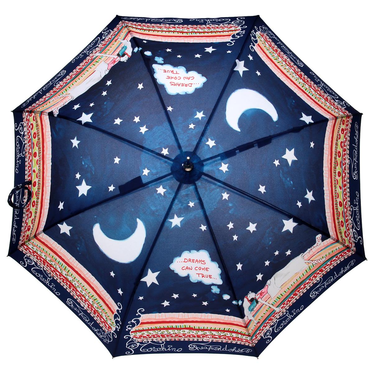 Зонт-трость Moschino, полуавтомат, темно-синий269-61/FЭлегантный полуавтоматический зонт-трость Moschino даже в ненастную погоду позволит вам подчеркнуть свою индивидуальность. Каркас зонта из стали состоит из восьми карбоновых спиц, а рукоятка закругленной формы разработана с учетом требований эргономики и выполнена из легкого алюминия. Зонт снабжен удобными лямками для переноски. Зонт имеет полуавтоматический механизм сложения: купол открывается нажатием кнопки на рукоятке, а закрывается вручную до характерного щелчка. Купол зонта выполнен из прочного полиэстера и оформлен оригинальным изображением. Закрытый купол фиксируется хлястиком на кнопке. К зонту прилагается чехол для хранения и более удобной переноски. Такой зонт не только надежно защитит вас от дождя, но и станет стильным аксессуаром.