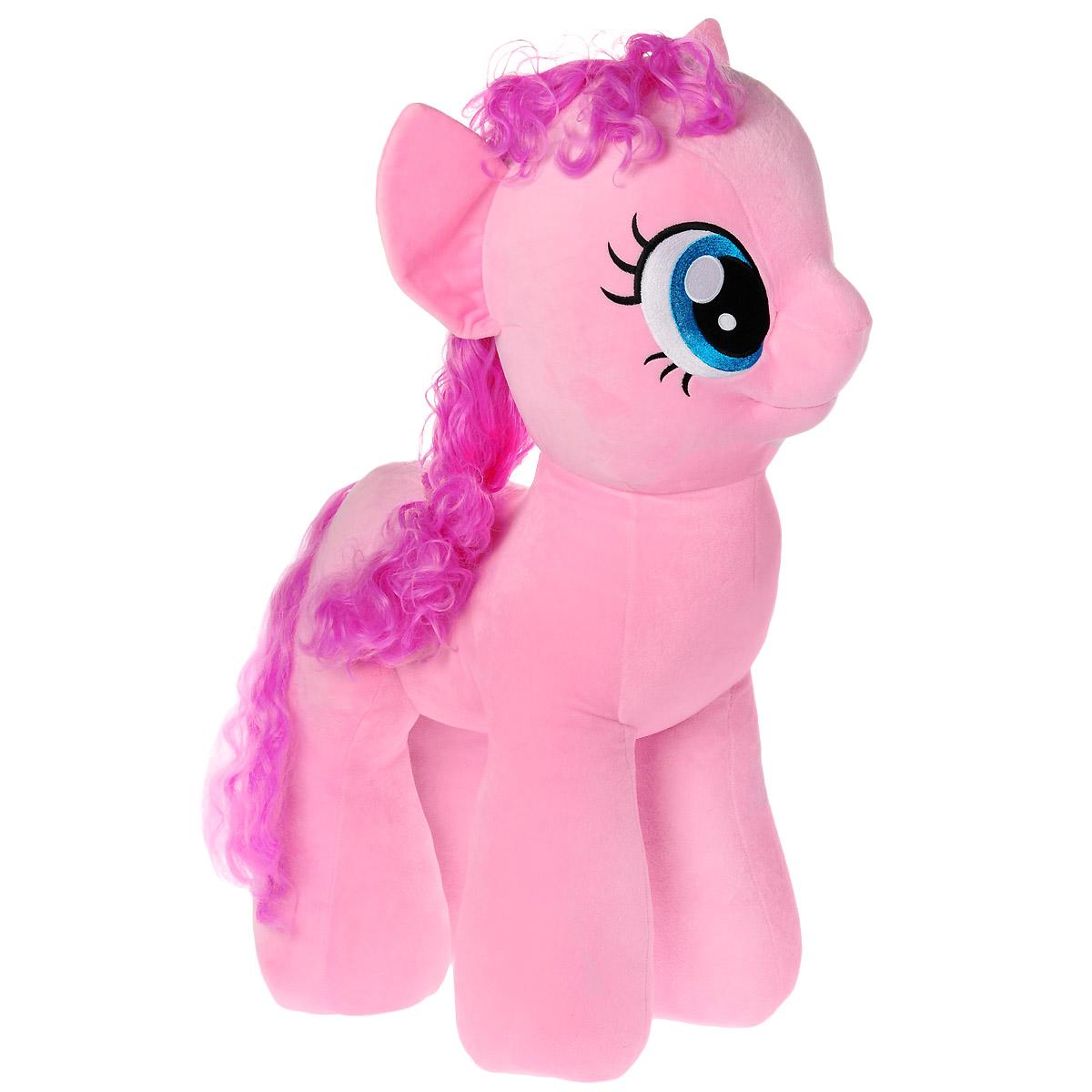 My Little Pony Мягкая игрушка Пони Pinkie Pie, 68 см90215Мягкая игрушка Pinkie Pie выполнена в виде очаровательной пони розового цвета с длинным хвостом и роскошной вьющейся гривой. Игрушка изготовлена из высококачественного текстильного материала с набивкой из синтепона. Грива и хвостик Пинки выполнены из мягкого текстиля, их можно заплетать и расчесывать. Игрушка имеет специальные уплотнения в ногах, что позволяет ей стоять самостоятельно, без опоры. Как и все игрушки серии Beanie Buddy, она изготовлена вручную, с любовью и вниманием к деталям. Пинки Пай - жизнерадостная и задорная пони, больше всего на свете она любит шутить и веселиться, но ее шутки всегда добрые и никто на них не обижается. Она живет и работает в кондитерской, и обожает сладости. А еще Пинки устраивает лучшие вечеринки в Понивилле! Удивительно мягкая игрушка принесет радость и подарит своему обладателю мгновения нежных объятий и приятных воспоминаний. Великолепное качество исполнения делают эту игрушку чудесным подарком к любому празднику.