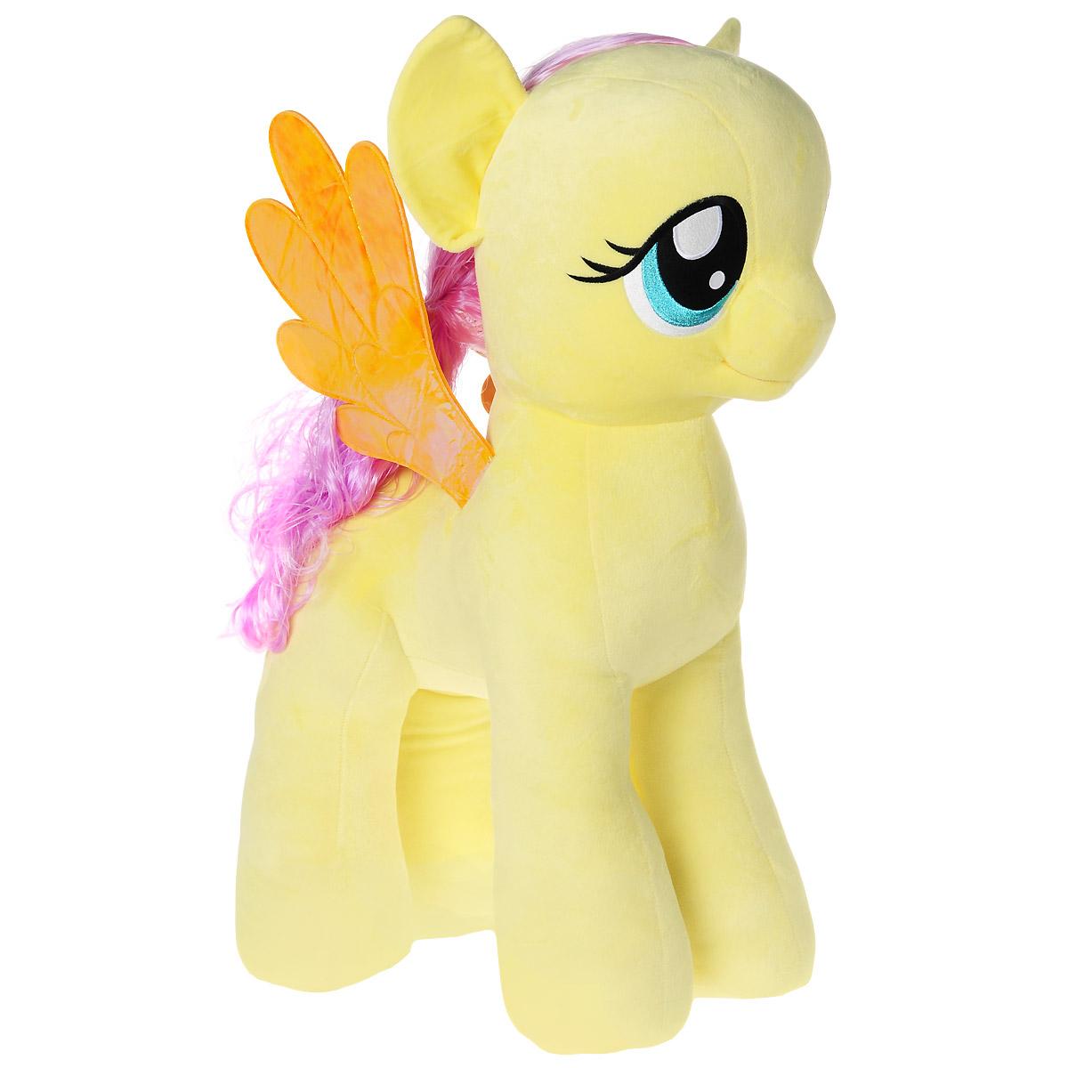 My Little Pony Мягкая игрушка Пони Fluttershy, 68 см90214Мягкая игрушка Fluttershy выполнена в виде очаровательной пони желтого цвета с длинным хвостом, гривой и волшебными переливающимися крылышками. Игрушка изготовлена из высококачественного текстильного материала с набивкой из синтепона. Грива и хвостик Флаттершай выполнены из мягкого текстиля, их можно заплетать и расчесывать. Игрушка имеет специальные уплотнения в ногах, что позволяет ей стоять самостоятельно, без опоры. Как и все игрушки серии Beanie Buddy, она изготовлена вручную, с любовью и вниманием к деталям. Флаттершай - очень нежная, робкая и застенчивая. А еще она - самая добрая лошадка в Понивилле! Она очень любит животных и умеет с ними разговаривать, а дома у нее живет целая компания забавных питомцев. Удивительно мягкая игрушка принесет радость и подарит своему обладателю мгновения нежных объятий и приятных воспоминаний. Великолепное качество исполнения делают эту игрушку чудесным подарком к любому празднику.