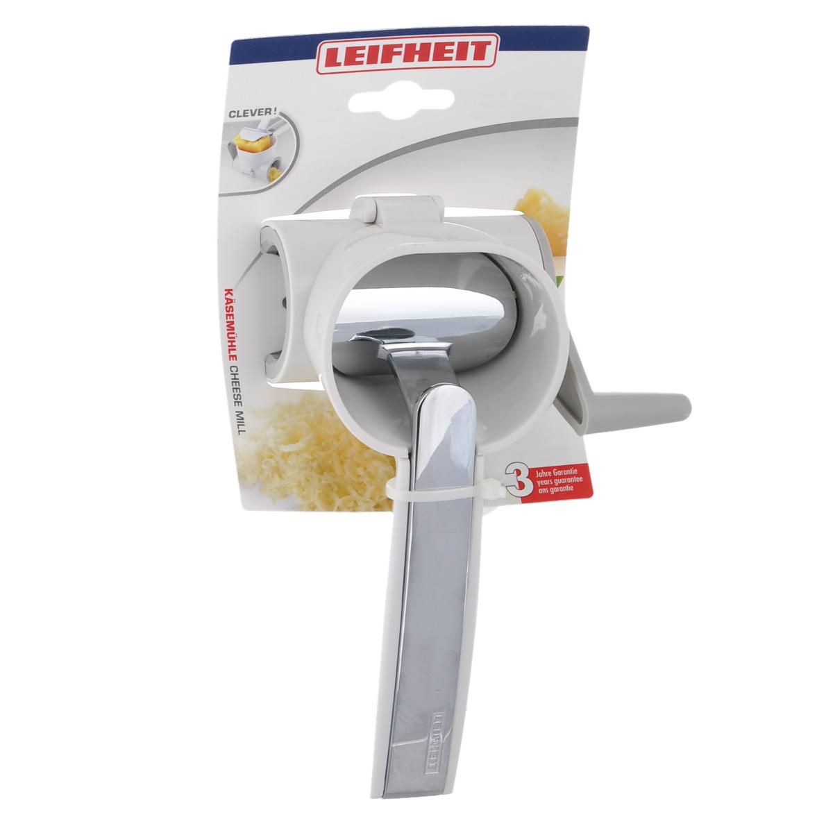 Терка для сыра Leifheit Comfortline3148Терка для сыра Leifheit Comfortline изготовлена из высокопрочного пластика белого цвета, лезвия выполнены из нержавеющей стали. Терку очень легко использовать. Надежная металлическая ручка плотно фиксирует кусок сыра. Вращая специальную ручку сбоку терки, сыр легко натирается. Теперь с помощью такой терки сыр можно натереть без лишних усилий. Терка для сыра Leifheit Comfortline станет прекрасным дополнением к коллекции ваших кухонных аксессуаров. Можно мыть в посудомоечной машине.