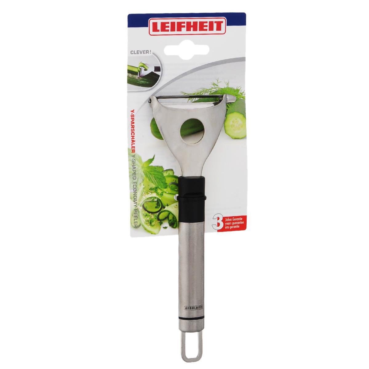 Овощечистка Leifheit Clever!, длина 18,5 см3158Овощечистка Leifheit Clever! изготовлена из высококачественной нержавеющей стали и оснащена плавающим лезвием и удобной ручкой с пластиковой вставкой. Изделие отлично подходит для очистки овощей и фруктов от кожуры. Ручка овощечистки снабжена специальным отверстием для подвешивания. Практичная и удобная овощечистка Leifheit Clever! займет достойное место среди аксессуаров на вашей кухне. Можно мыть в посудомоечной машине.