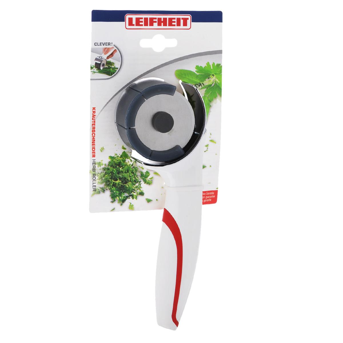 Измельчитель для зелени Leifheit Comfortline3144Измельчитель для зелени Leifheit Comfortline - это незаменимый аксессуар на любой кухне. Ручка изготовлена из высокопрочного пластика белого цвета с резиновыми вставками, которые обеспечивают надежный хват. Четыре лезвия из специальной стали режут травы и зелень, не раздавливая. Прибор очень легко использовать. Положите зелень на разделочную доску и проведите по ним прибором. Зелень мелко порежется, а сам процесс не предполагает применение усилий. Измельчитель для зелени Leifheit Comfortline станет прекрасным дополнением к коллекции ваших кухонных аксессуаров. Можно мыть в посудомоечной машине. Для лезвий предусмотрена специальная пластиковая защита, которая обеспечивает безопасное хранение.