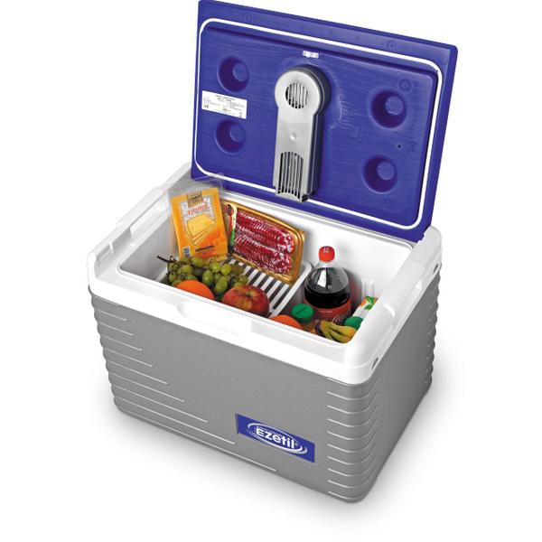 Автохолодильник Ezetil Electric Cooler E 45 12V, цвет: синий, 42 л077178 (771710)Автохолодильник Ezetil Electric Cooler E 45 12V работает от прикуривателя автомобиля (12 Вольт). Этот стильный и удобный автохолодильник отлично подходит для людей, любящих путешествия или являющихся заядлыми охотниками либо рыбаками. Благодаря компактным размерам, вы сможете вместить холодильник в салон или багажник любого автомобиля. Эффективная система охлаждения, оснащенная специальным вентилятором, обеспечит непрерывную циркуляцию холодного воздуха. Для повышения эффективности автохолодильника, а так же когда он не подключен к прикуривателю (например, на даче, на пикнике) внутрь автохолодильника можно поместить аккумуляторы холода (приобретаются отдельно). За счет их использования продлевается срок хранения продуктов. Особенности автохолодильника Ezetil Electric Cooler E 45 12V: - Наличие фиксатора закрытого положения на крышке исключает выпадение содержимого камеры. - Дополнительный внутренний вентилятор. - Отсек для...
