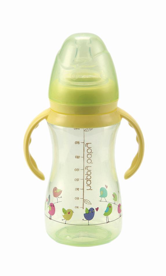 Бутылочка для кормления с ручками Happy Baby 240мл DRINK UP (соска в подарок)10006 newБутылочки с ручками можно использовать уже с четырех месяцев. Благодаря специальным ручкам малыш учится держать бутылочку, учится самостоятельно пить из бутылочки, а впоследствии и из поильника. Сняв ручки, вы можете использовать их как для хранения сцеженного молока, так и для кормления с первых месяцев. Благодаря классической форме их удобно мыть, хранить и держать. Помимо этого бутылочки со стандартным горлом более популярны. В случае необходимости соску на них можно купить в любой аптеке или детском магазине. Уход: бутылочку рекомендуется мыть ершиком и горячей водой с мылом, тщательно ополаскивать. Бутылочку стерилизовать или обрабатывать кипячением в открытой посуде не более 5 минут; соски не более 30 минут. Сушить при комнатной температуре. Хранить соски рекомендуется сухими в закрытой посуде, не допуская попадания прямых солнечных лучей, масел, растворителей и кислот.