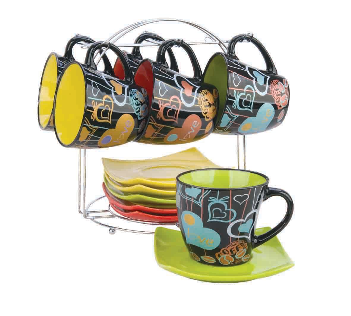 Набор чайный Bekker, 13 предметов. BK-5994BK-5994Чайный набор Bekker состоит из шести чашек и шести блюдец. Предметы набора изготовлены из высококачественной жаропрочной керамики без примесей кадмия и свинца. Глазурованная поверхность облегчает чистку. Внешние стенки кружек оформлены красочным орнаментом на черном фоне. Блюдца квадратной формы однотонные. В комплекте - металлическая хромированная подставка с шестью крючками для подвешивания кружек и подставкой для блюдец. Чайный набор яркого и в тоже время лаконичного дизайна украсит интерьер кухни и сделает ежедневное чаепитие настоящим праздником. Подходит для мытья в посудомоечной машине.
