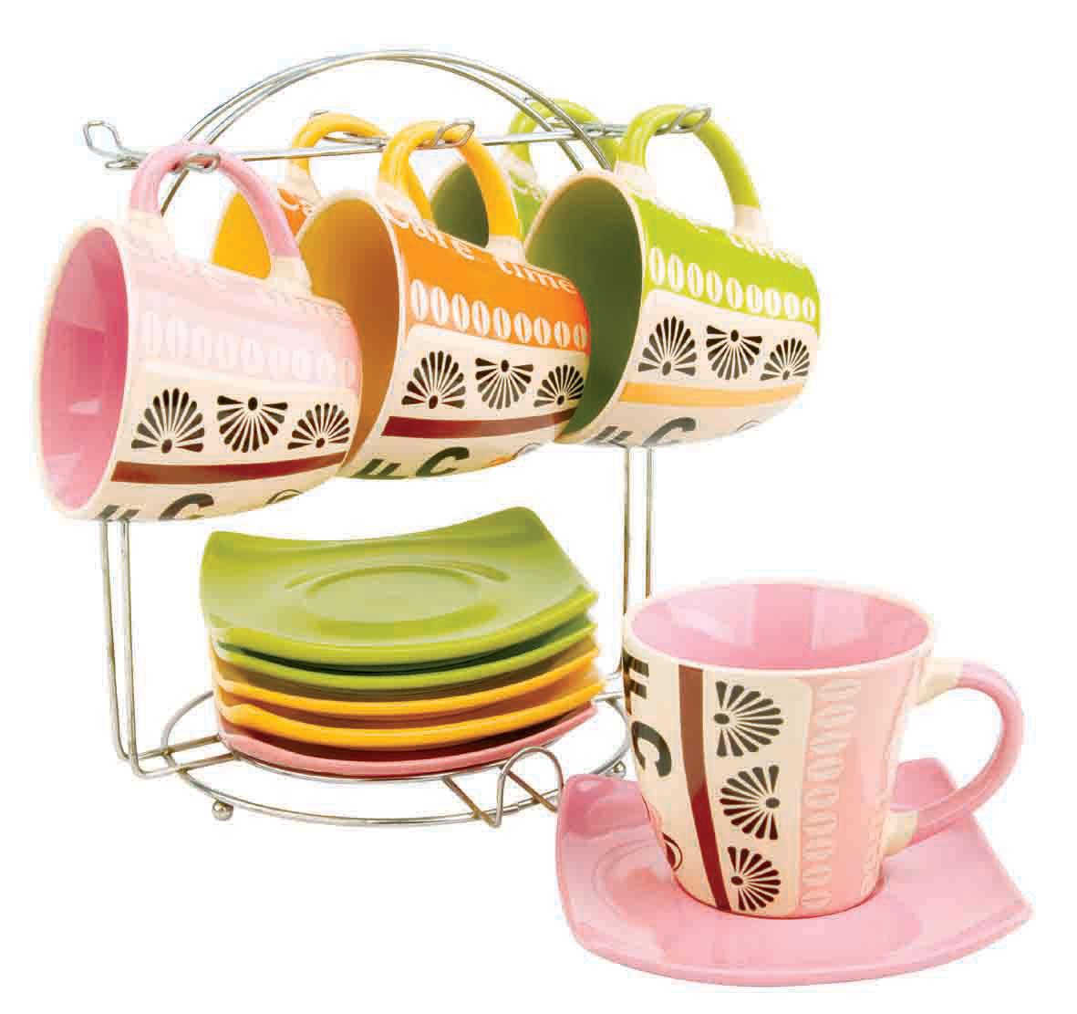 Набор чайный Bekker, 13 предметов. BK-5996BK-5996Чайный набор Bekker состоит из шести чашек и шести блюдец. Предметы набора изготовлены из высококачественной жаропрочной керамики без примесей кадмия и свинца. Глазурованная поверхность облегчает чистку. Внешние стенки чашек оформлены красочным орнаментом; внутренняя поверхность чашек цветная. Блюдца квадратной формы однотонные. В комплекте - металлическая хромированная подставка с шестью крючками для подвешивания чашек и подставкой для блюдец. Чайный набор яркого и в тоже время лаконичного дизайна украсит интерьер кухни и сделает ежедневное чаепитие настоящим праздником. Подходит для мытья в посудомоечной машине.