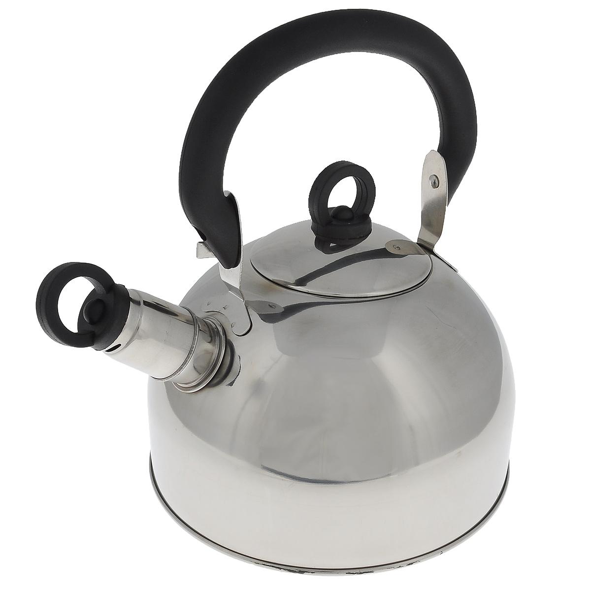 Чайник Regent Inox Tea со свистком, 1,8 л. 93-TEA-2593-TEA-25Чайник Regent Inox Tea выполнен из высококачественной нержавеющей стали 18/10 с зеркальной полировкой. Основные особенности: - оптимальное соотношение толщины дна и стенок посуды, что обеспечивает равномерное распределение тепла, экономию энергозатрат и устойчивость к деформации, - сохранение в воде всех полезных свойств и микроэлементов, - многослойное капсулированное дно: аккумулирует тепло, способствует быстрому закипанию и приготовлению пищи даже при небольшой мощности конфорок, - функционален, гигиеничен, эргономичен, а благодаря оригинальному дизайну чайник станет украшением любой кухни. Чайник оснащен крышкой и удобной фиксированной бакелитовой ручкой. Съемный свисток на носике чайника всегда подскажет, когда вода закипела. Подходит для всех типов плит, включая индукционные. Можно мыть в посудомоечной машине.