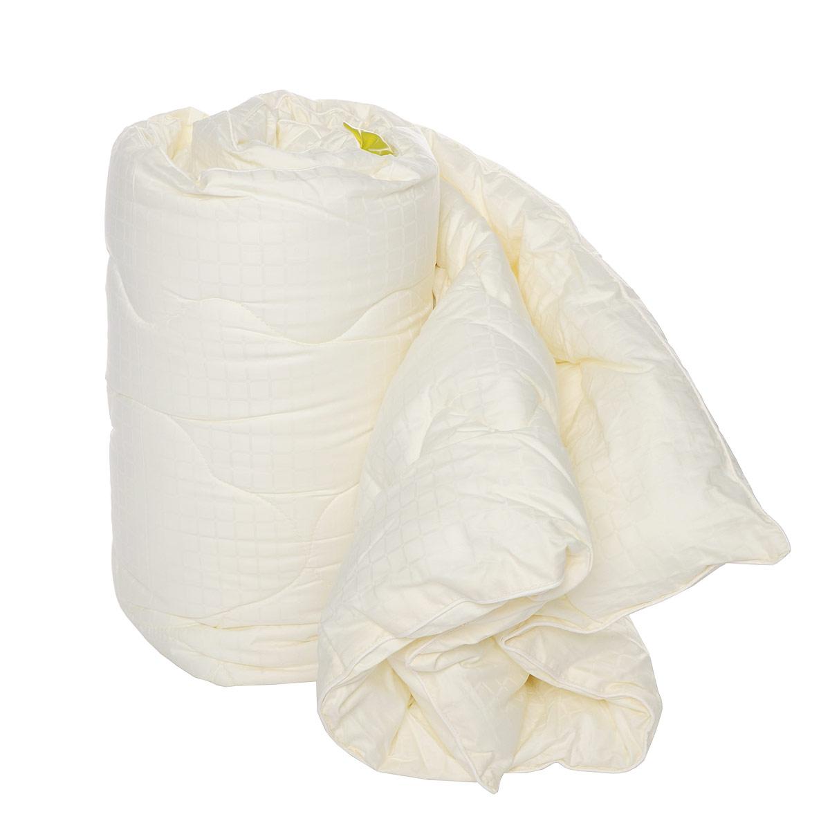 Одеяло SL, наполнитель: искусственный лебяжий пух, цвет: кремовый, 140 х 205 см20014Одеяло SL подарит вам незабываемое чувство комфорта и умиротворения. Чехол выполнен из сатина кремового цвета, украшен фигурной стежкой и принтом в виде квадратов. Внутри - наполнитель из искусственного лебяжьего пуха. Одеяло с таким наполнителем обладает всеми свойствами натурального пуха. Сверхтонкий наполнитель делает одеяло легким и воздушным, с отличной терморегуляцией, препятствует возникновению бактерий и образованию пылевого клеща. Кроме того, одеяло постоянно поддерживает нужную температуру: оно греет зимой и дает прохладу летом. Одеяло упаковано в прозрачную сумку-чехол на застежке-молнии. Soft Line предлагает широкий ассортимент высококачественного домашнего текстиля разных направлений и стилей. Это и постельное белье из тканей различных фактур и орнаментов, а также мягкие теплые пледы, красивые покрывала, воздушные банные халаты, текстиль для гостиниц и домов отдыха, практичные наматрасники, изысканные шторы, полотенца и разнообразное столовое...