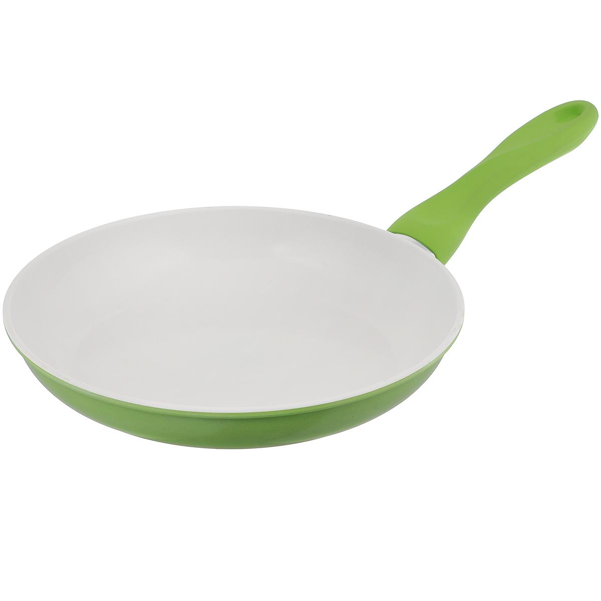 Сковорода Mayer & Boch, с керамическим покрытием, цвет: зеленый. Диаметр 26 см22229Сковорода Mayer & Boch изготовлена из углеродистой стали с высококачественным керамическим покрытием. Керамика не содержит вредных примесей ПФОК, что способствует здоровому и экологичному приготовлению пищи. Кроме того, с таким покрытием пища не пригорает и не прилипает к стенкам, поэтому можно готовить с минимальным добавлением масла и жиров. Гладкая, идеально ровная поверхность сковороды легко чистится, ее можно мыть в воде руками или вытирать полотенцем. Эргономичная ручка специального дизайна выполнена из бакелита с силиконовым покрытием. Сковорода подходит для использования на газовых и электрических плитах. Можно мыть в посудомоечной машине. Диаметр по верхнему краю: 26 см. Высота стенки: 4,5 см. Толщина стенки: 1,2 мм. Толщина дна: 2 мм. Длина ручки: 19 см.