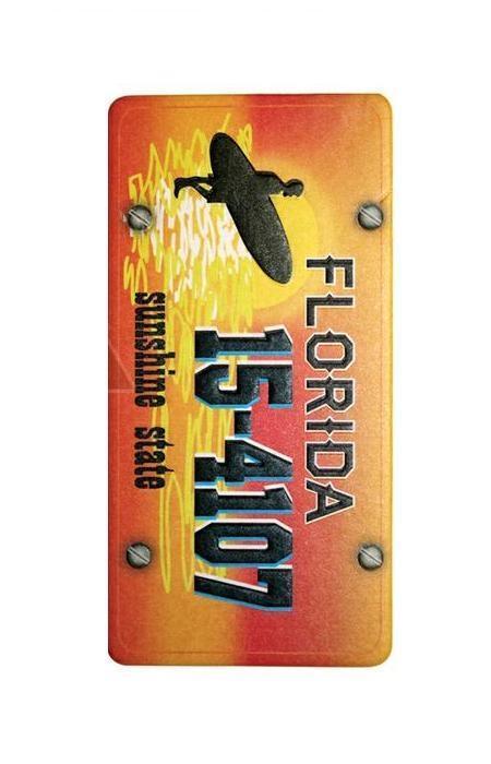 Ароматизатор Phantom Pin Up Florida3262Ароматизатор Phantom Pin Up Florida имеет аромат классической французской ванили. Предназначен для автомобиля, а также для небольших помещений. Выполнен из картона и снабжен специальной нитью для подвешивания. Аромат держится до 40 дней. Серия выполнена в известном стиле американской графики Pin Up, популярность которого не угасает с 40-х годов. Уникальный дизайн, нет аналогов на рынке! Высокое качество печати. Очаровательные сюжеты этой серии никого не оставят равнодушными! Ароматизаторы Phantom создают в салоне автомобиля благоприятную и непринужденную атмосферу, как для водителя, так и для пассажиров. В отличие от традиционных освежителей воздуха, Phantom обладают не только превосходными ароматами, но и стильным и приятным дизайном. Качество ароматизаторов Phantom постоянно поддерживается на высоком уровне, а в производстве ароматов используется только качественные ингредиенты. Состав: картон, ароматическая отдушка. Размер ароматизатора: 6 см х 12...