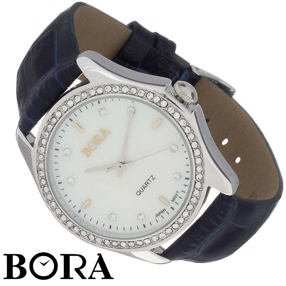 Часы женские наручные Bora, цвет: серебряный, черный. T-B-8537-WATCH-SL.D.NAVYT-B-8537-WATCH-SL.D.NAVYНаручные женские часы Bora произведены опытными специалистами из материалов самого высокого качества на базе новейших технологий. Часы оснащены японским кварцевым механизмом. Корпус часов выполнен из нержавеющей стали с PVD-покрытием и по контуру циферблата оформлен кристаллами Swarovski. Циферблат из натурального перламутра декорирован накладными знаками и кристаллами Swarovski. Ремешок изготовлен из натуральной кожи с тиснением. Часы Bora придадут вашему образу нотку изысканности и элегантности. Характеристики: Диаметр циферблата: 3 см. Ширина ремешка: 1,6 см. Длина ремешка (с учетом корпуса): 22,5 см. Размер корпуса часов: 3,6 см х 4,1 см х 0,8 см.