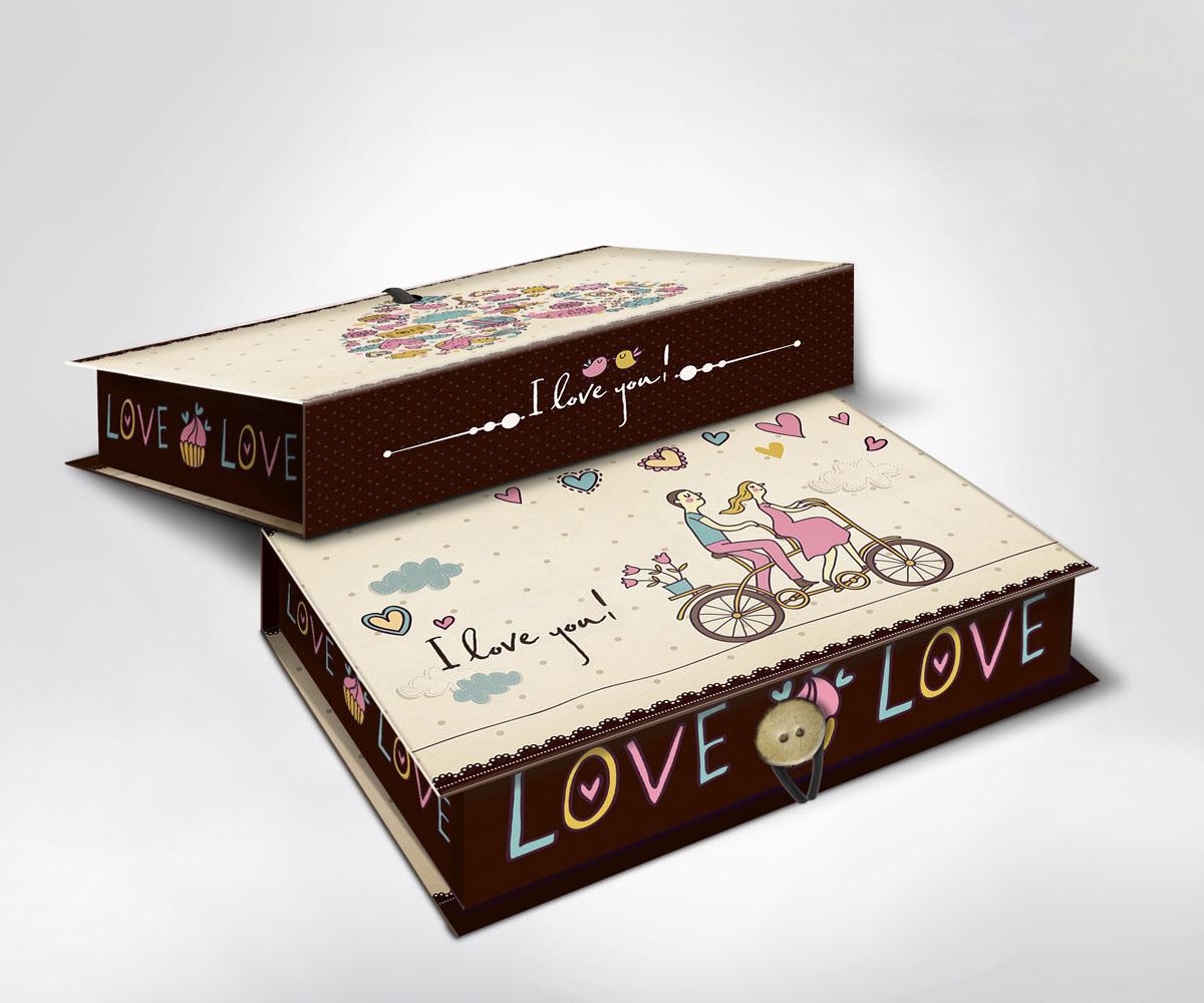 Подарочная коробка Любовь, 20 см х 14 см х 6 см36499Подарочная коробка Любовь выполнена из плотного картона. Крышка оформлена ярким изображением влюбленной пары на велосипеде и надписью I love you!. Коробка закрывается на пуговицу. Подарочная коробка - это наилучшее решение, если вы хотите порадовать ваших близких и создать праздничное настроение, ведь подарок, преподнесенный в оригинальной упаковке, всегда будет самым эффектным и запоминающимся. Окружите близких людей вниманием и заботой, вручив презент в нарядном, праздничном оформлении.