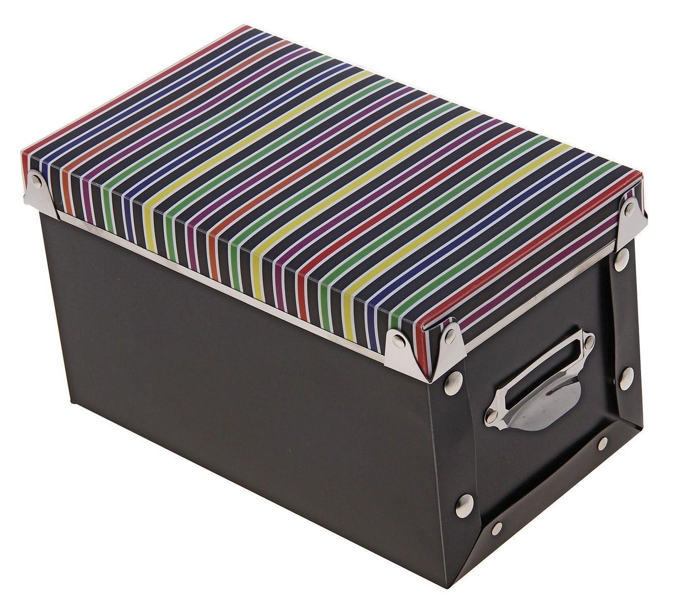 короб для хранения 22,5*13,5*13см полосы 7099746907099740005Коробка для мелочей изготовлена из прочного пластика. Предназначена для хранения мелких бытовых мелочей, принадлежностей для шитья и т.д. Коробка оснащена плотно закрывающейся крышкой, которая предотвратит просыпание и потерю мелких вещиц. Коробка для мелочей сохранит ваши вещи в порядке.