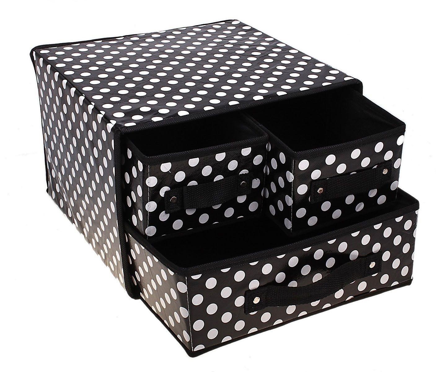 Коробка для хранения Горошек, с выдвижными ящичками, 30 х 30 х 22 см2905640550008Коробка для хранения Горошек поможет аккуратно хранить различные бытовые вещи, аксессуары, одежду и т.д. Изделие выполнено из клеенки и текстиля с принтом в черно-белый горошек. Коробка оснащена одним большим и двумя маленькими выдвижными ящичками. Коробка для хранения - незаменимая вещь в любом хозяйстве. Если вы не знаете, куда спрятать носки, нижнее белье, полотенца и прочие вещи, то коробка для хранения ваш универсальный помощник. Она легкая, мобильная и не занимает много места. Создавайте дополнительные места для хранения вещей без труда и особых затрат!