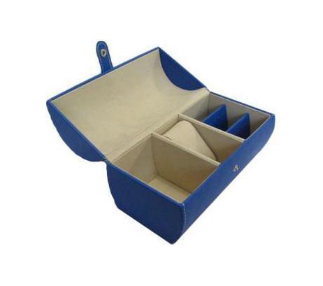 Шкатулка для ювелирных изделий, цвет: синий. 3317833178Шкатулка Феникс 33178 для хранения ювелирных украшений не оставит равнодушной ни одну любительницу изысканных вещей. Она выполнена в виде сундучка и обладает пятью отделениями. Данная модель выполнена из картона и полиуретана.