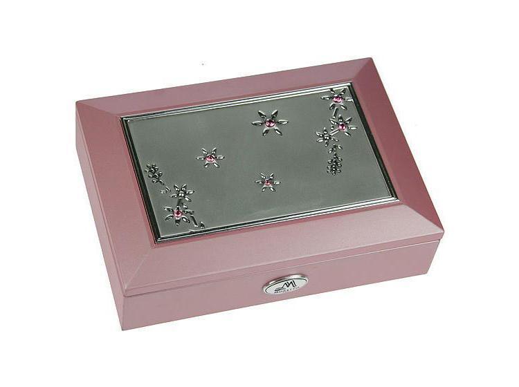 Шкатулка для ювелирных украшений Moretto, цвет: розовый. 3991639916Оригинальная шкатулка Русские подарки MORETTO 39916 сохранит ваши ювелирные изделия в первозданном виде. С ней вы сможете внести в интерьер частичку элегантности. Данная модель выполнена из качественных материалов и станет оригинальным подарком. Характеристики: Материал: МДФ, металл (алюминий), стекло, текстиль. Цвет: розовый. Размер шкатулки: 18 см x 12,5 см x 5 см. Размер упаковки: 19 см х 14,5 см х 6 см. Артикул: 39916.