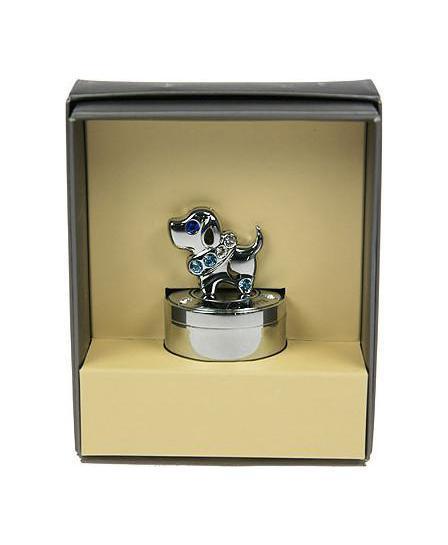 Шкатулка Первый зубик 6767267672Шкатулка Русские подарки Первый зубик 67672 сохранит зубик вашего ребенка в первозданном виде. С ней вы сможете внести в интерьер частичку элегантности. Данная модель выполнена из качественных материалов и станет оригинальным подарком. Материал: металл (углерод. сталь, покр. хром), австрийские кристаллы; цвет: серебристый