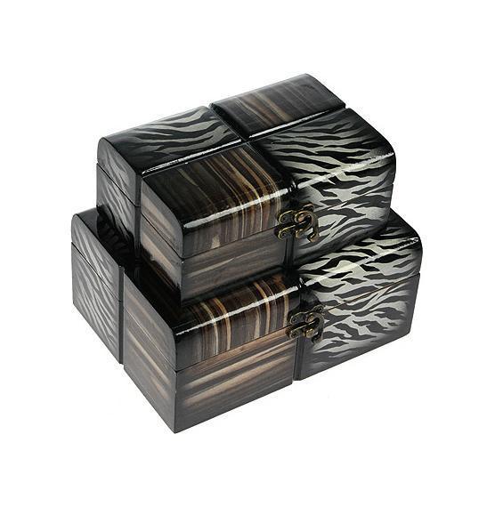 Набор шкатулок Roura Decoracion, 2 шт. 3460634606Набор шкатулок Русские подарки 34606 превосходно подойдет для хранения украшений, денег или документов. Они сочетают в себе оригинальный дизайн и удивительную функциональность, что делает их отличным подарком. Набор состоит из двух шкатулок и изготовлен из высококачественных материалов.